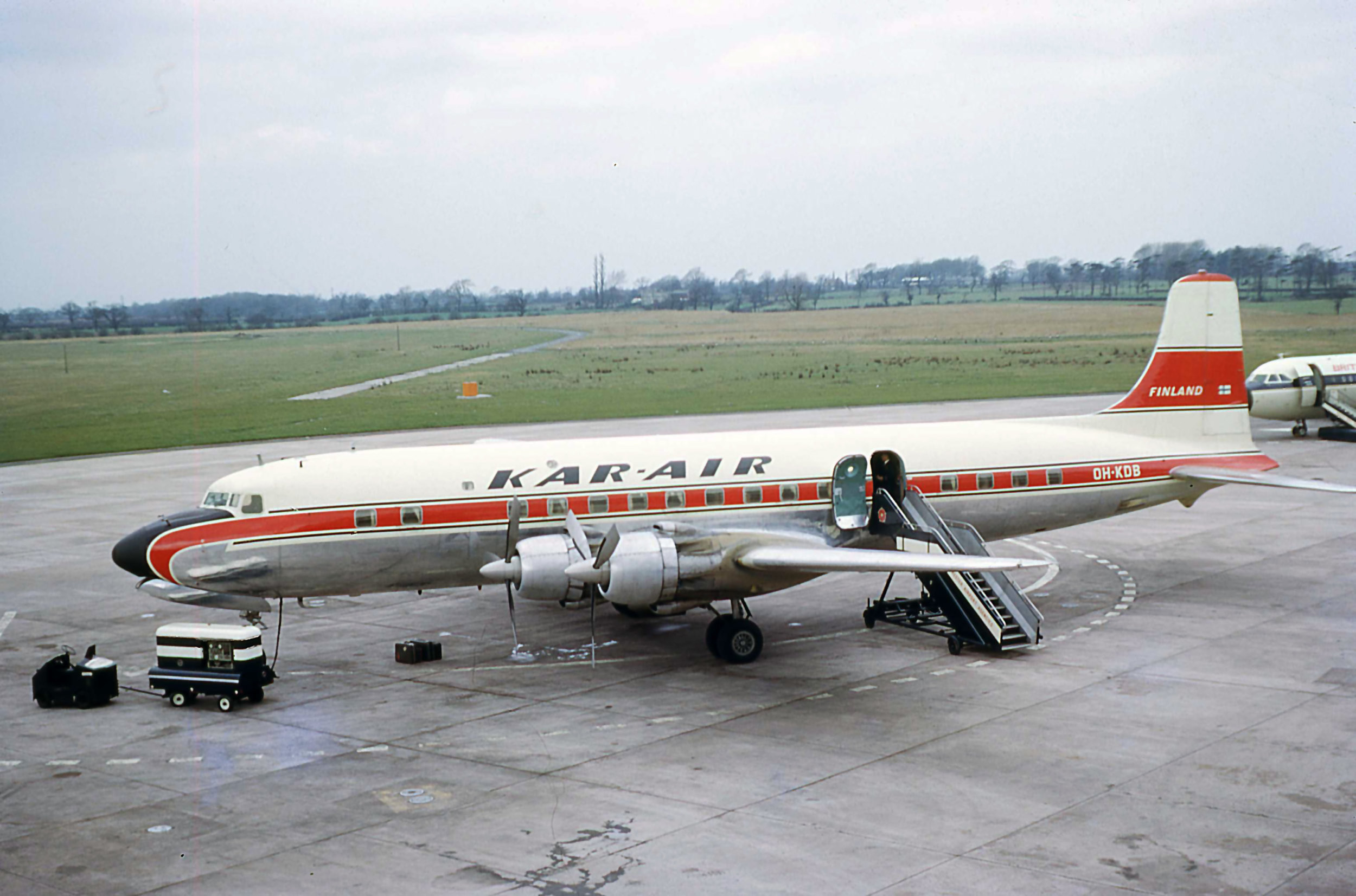 A beautiful photo taken by Bob Thorpe of a KAR-AIR DC6B OH-KDB (note the window curtains) on 4th April 1966. It looks like one of those new British United BAC1-11's is just creeping in on the photo as well. Now where's that new Pier going?