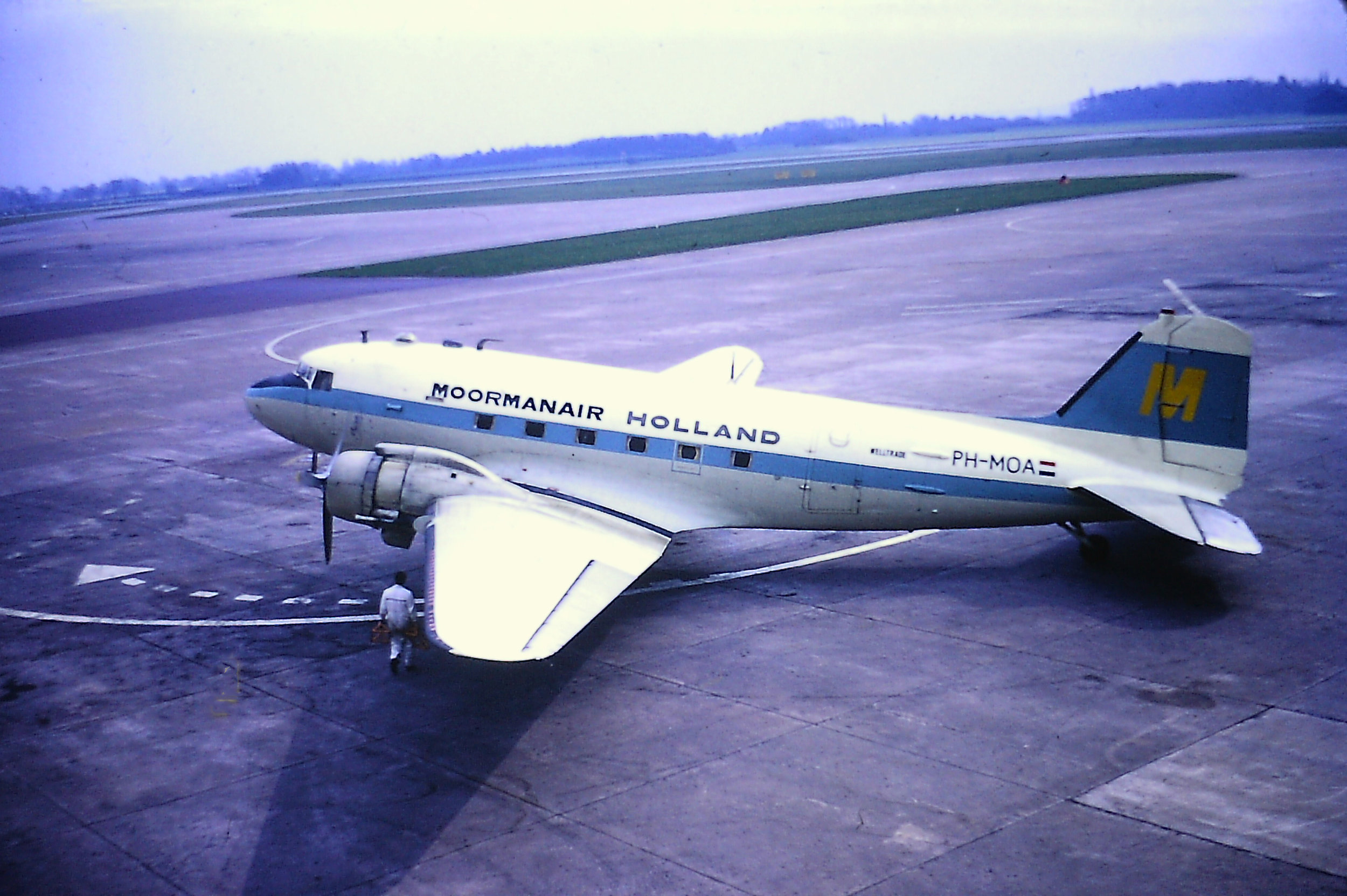 I think we all love a classic shot of a Dakota! Here's a beauty from 8th April 1971 submitted from the Eric Wright collection. Dutch carrier Moormanair were occasional visitors to Manchester . DC3 PH-MOA strikes a typical pose on the East side of Pier B.