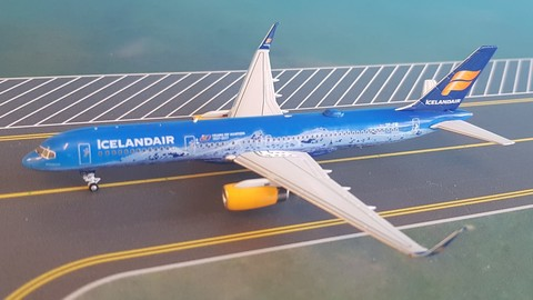 - 1/400 Icelandair 757-200 '80 Years of Aviation'TF-FIR £45.00
