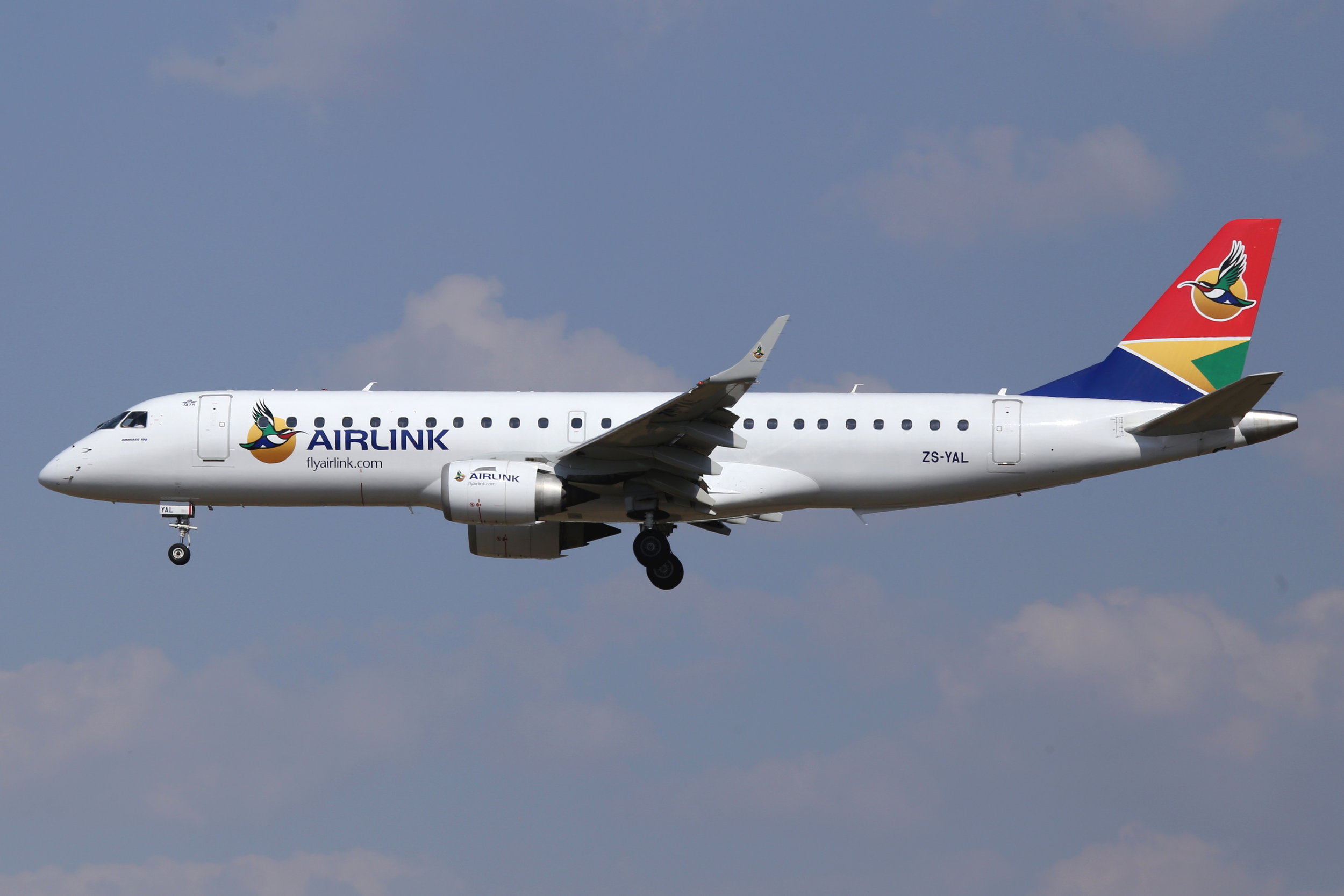 ZS-YAL SAA Airlink Embraer 190 taken at Johannesburg 10th November 2018 by John Wood
