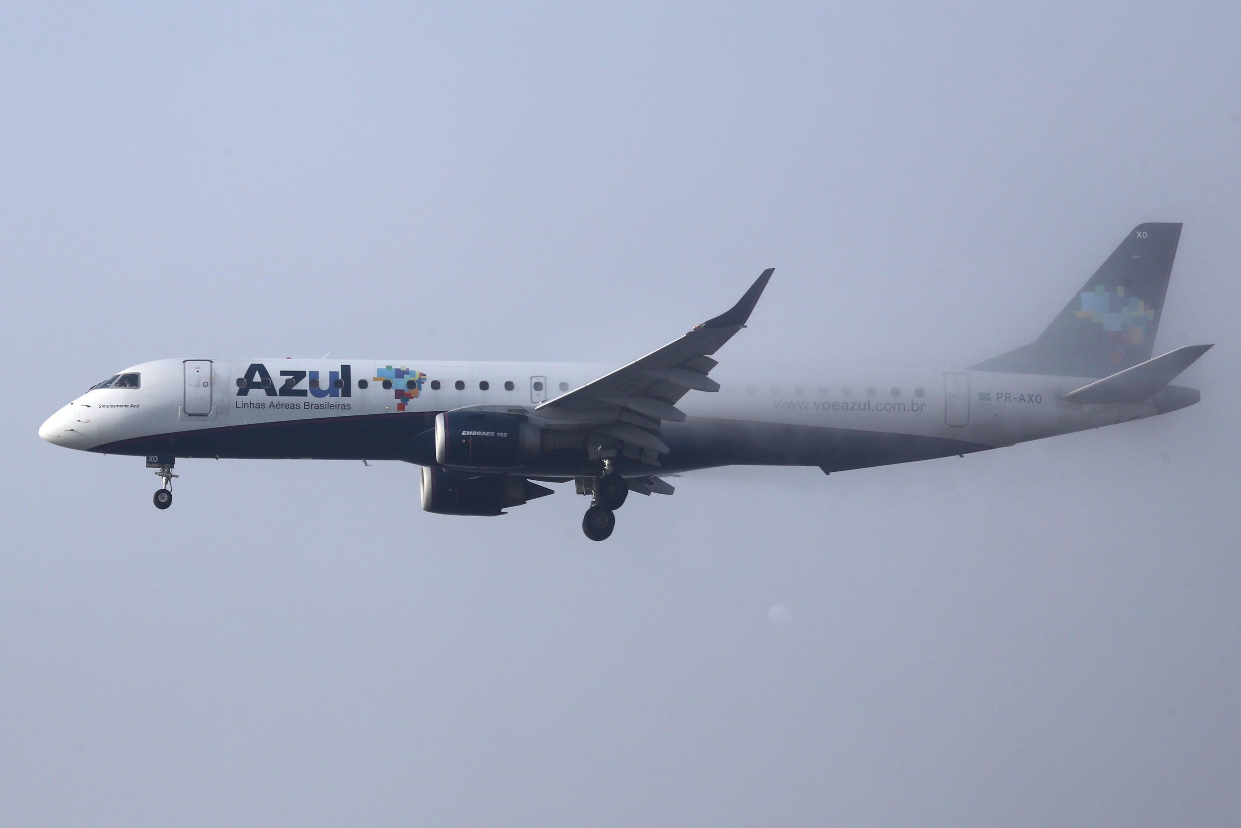 PR-AXO Azul- Linhas Aeras Brasileiras Embraer 195LR taken from the roof of the Matiz Hotel at Sao Paulo Guarulhos Airport 27th April 2019 on a foggy morning by John Wood