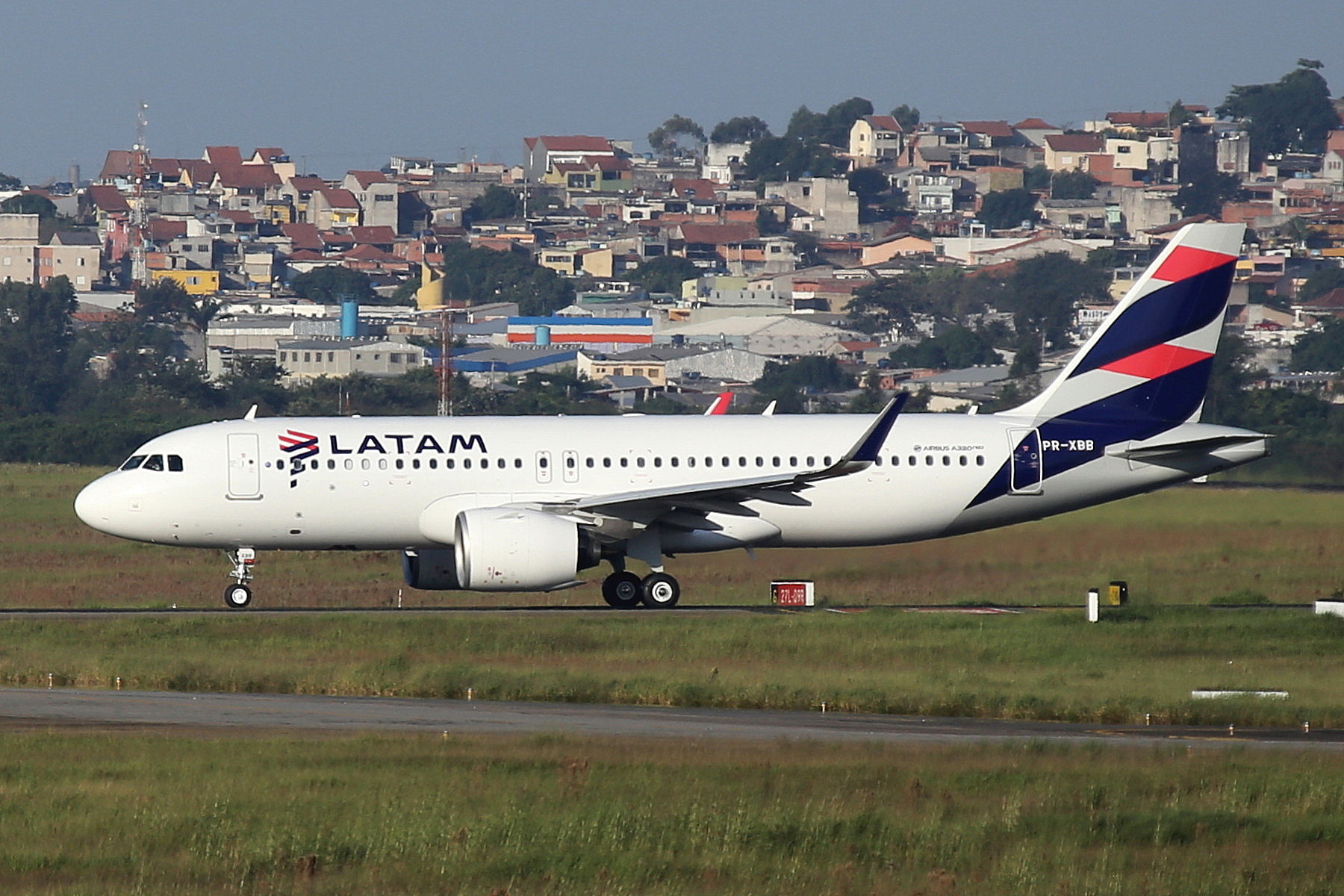PR-XBB LATAM A320Neo taken from the roof of the Matiz Hotel at Sao Paulo Guarulhos Airport 27th April 2019 by John Wood
