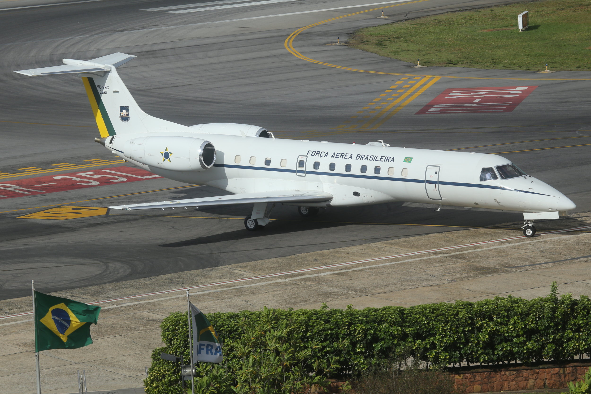 VC-99C FAB 2561 Brasil Air Force Embraer 135 Legacy taken from the Slaveiro Slim hotel at Sao Paulo Congonhas Airport 28th April 2019 by John Wood