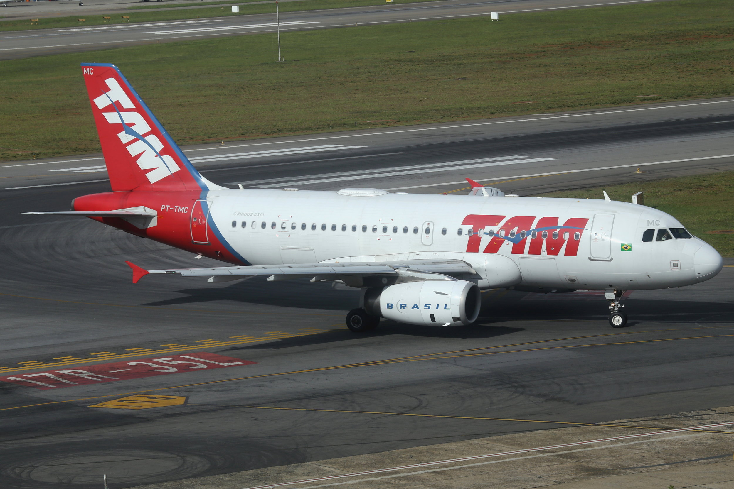 PT-TMC TAM A319 taken from the Slaveiro Slim hotel at Sao Paulo Congonhas Airport 28th April 2019 by John Wood