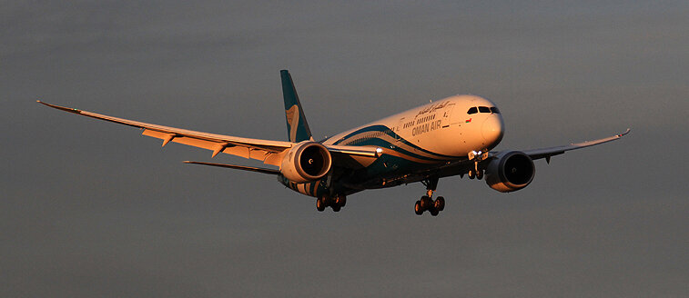 The last rays of sun captured a powerful looking Oman Air B787-8 on short final -14th September 2019. Photo: Steve Seal.