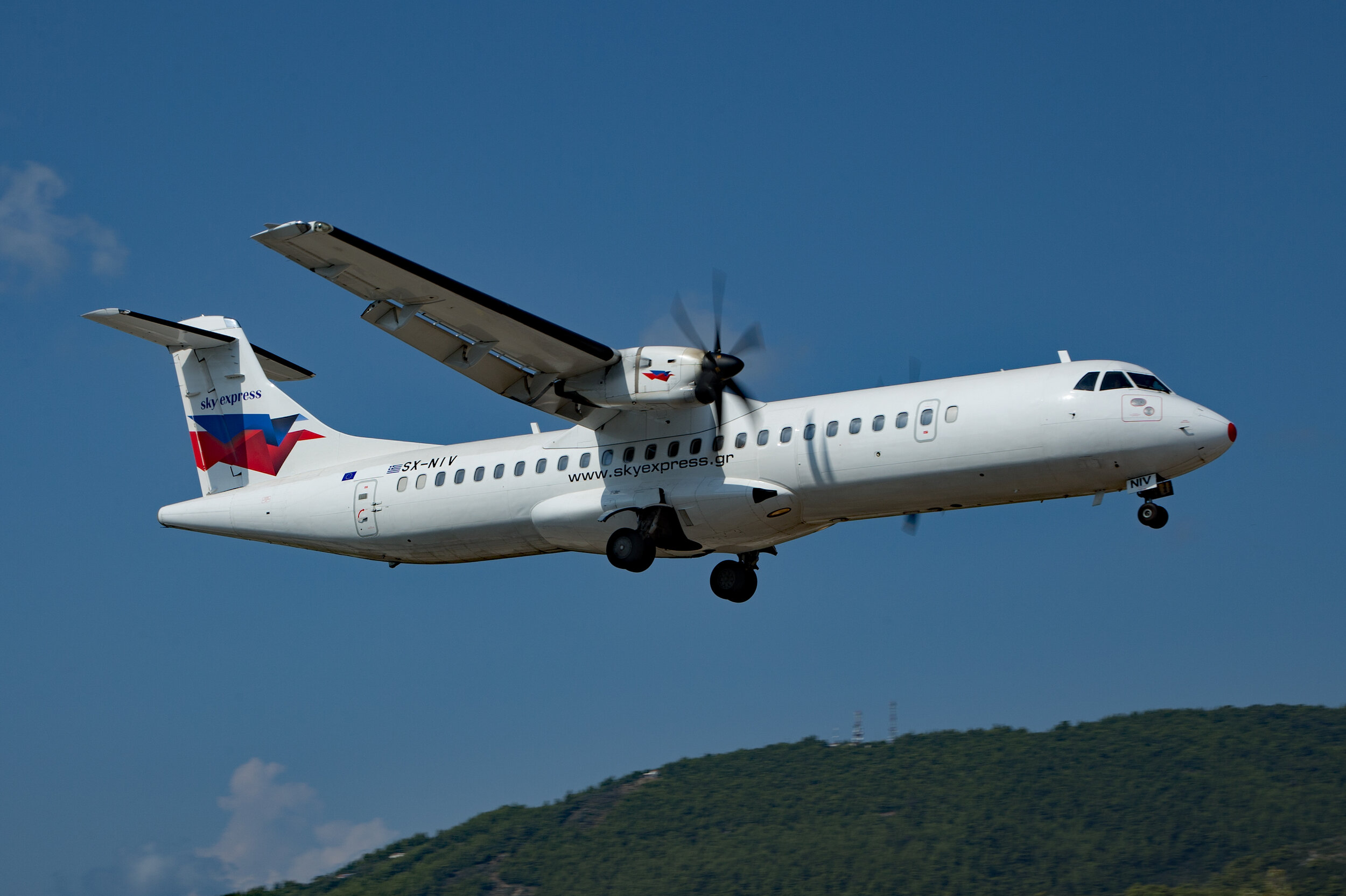 Sky Express operate a morning ATR 72 scheduled service from /to Athens. Peter H