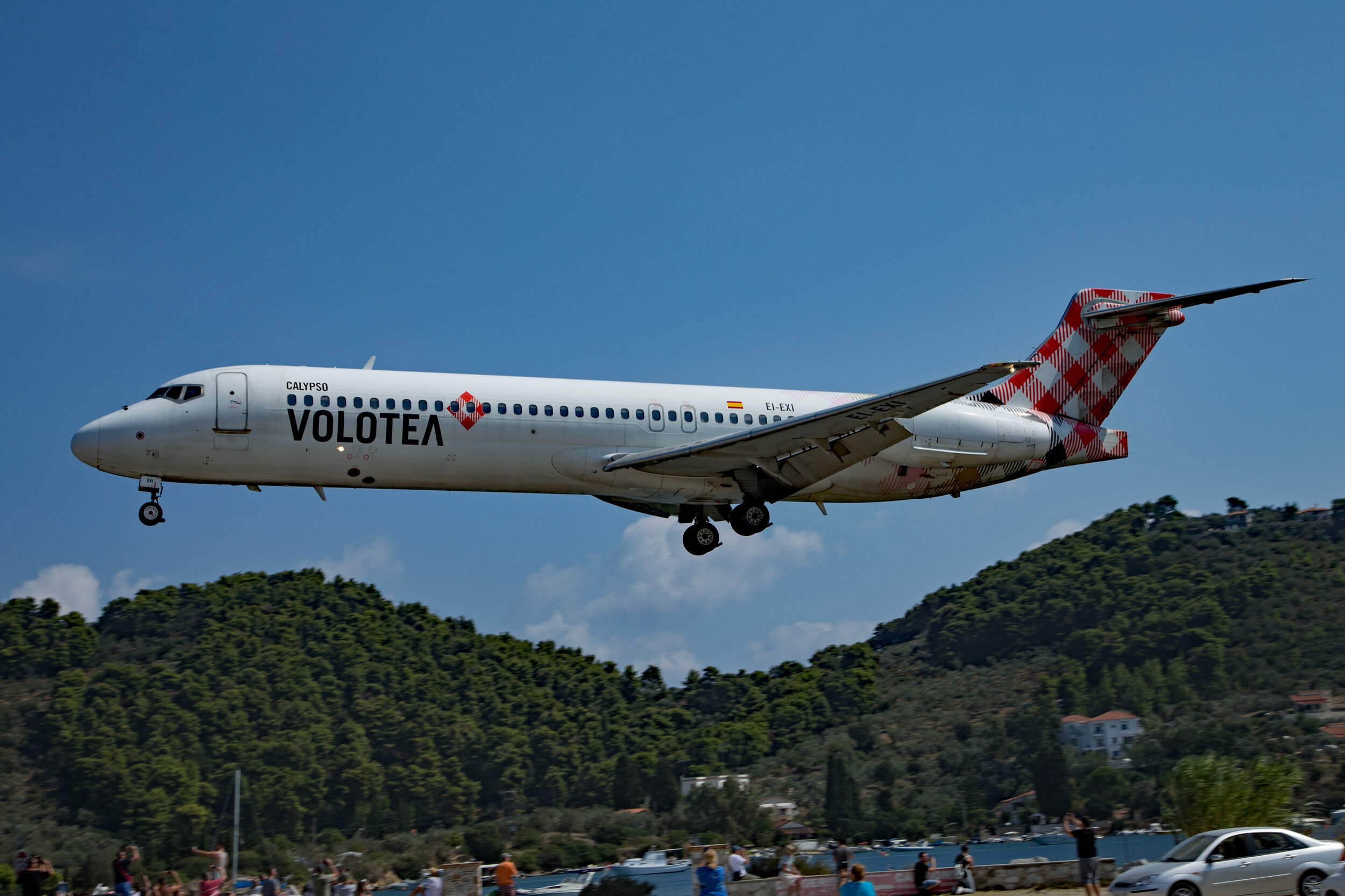 A Volotea Boeing 717 EI-EXI landing over the Amaretto Car Park. Peter H
