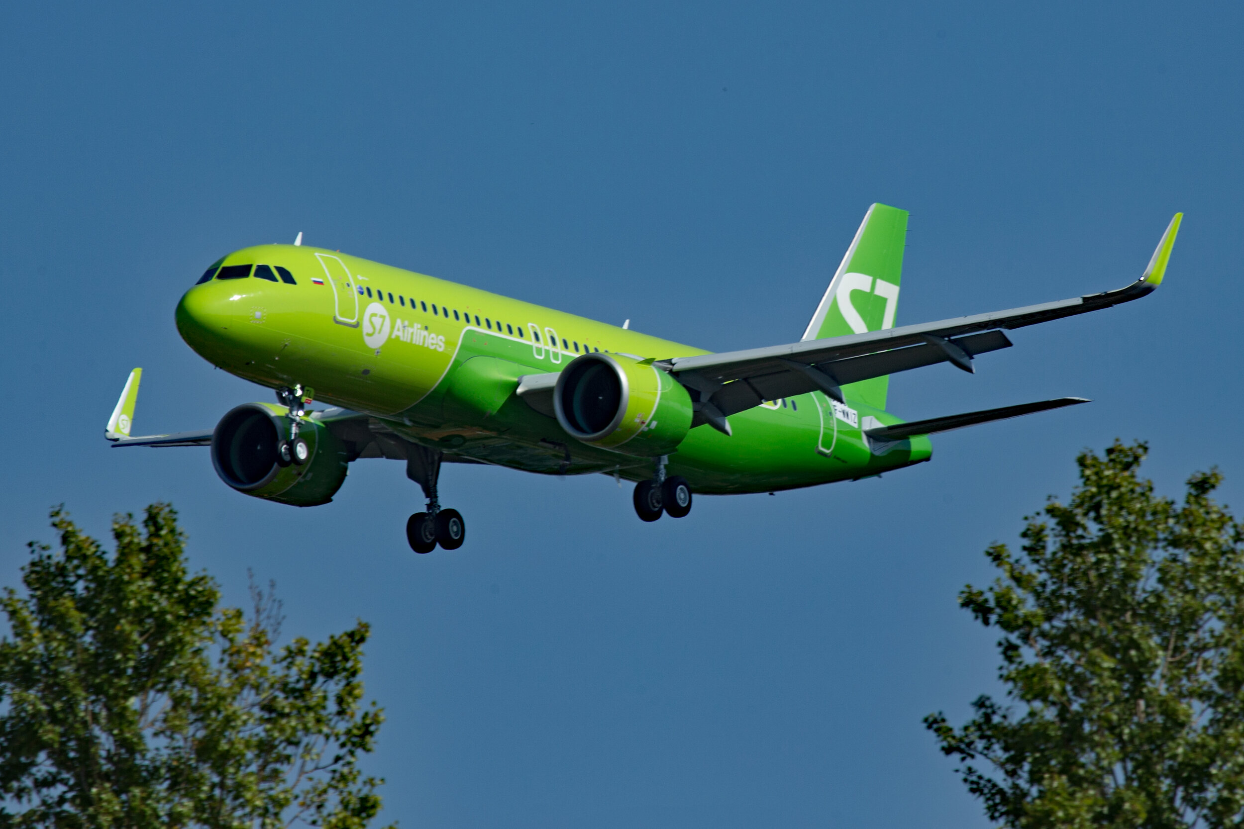S7 Airlines A320N F-WWIZ / VQ-BTL looking very smart on short final to Runway 32 Left at Toulouse Blagnac on 20th September 2019. Photo: Peter Hampson