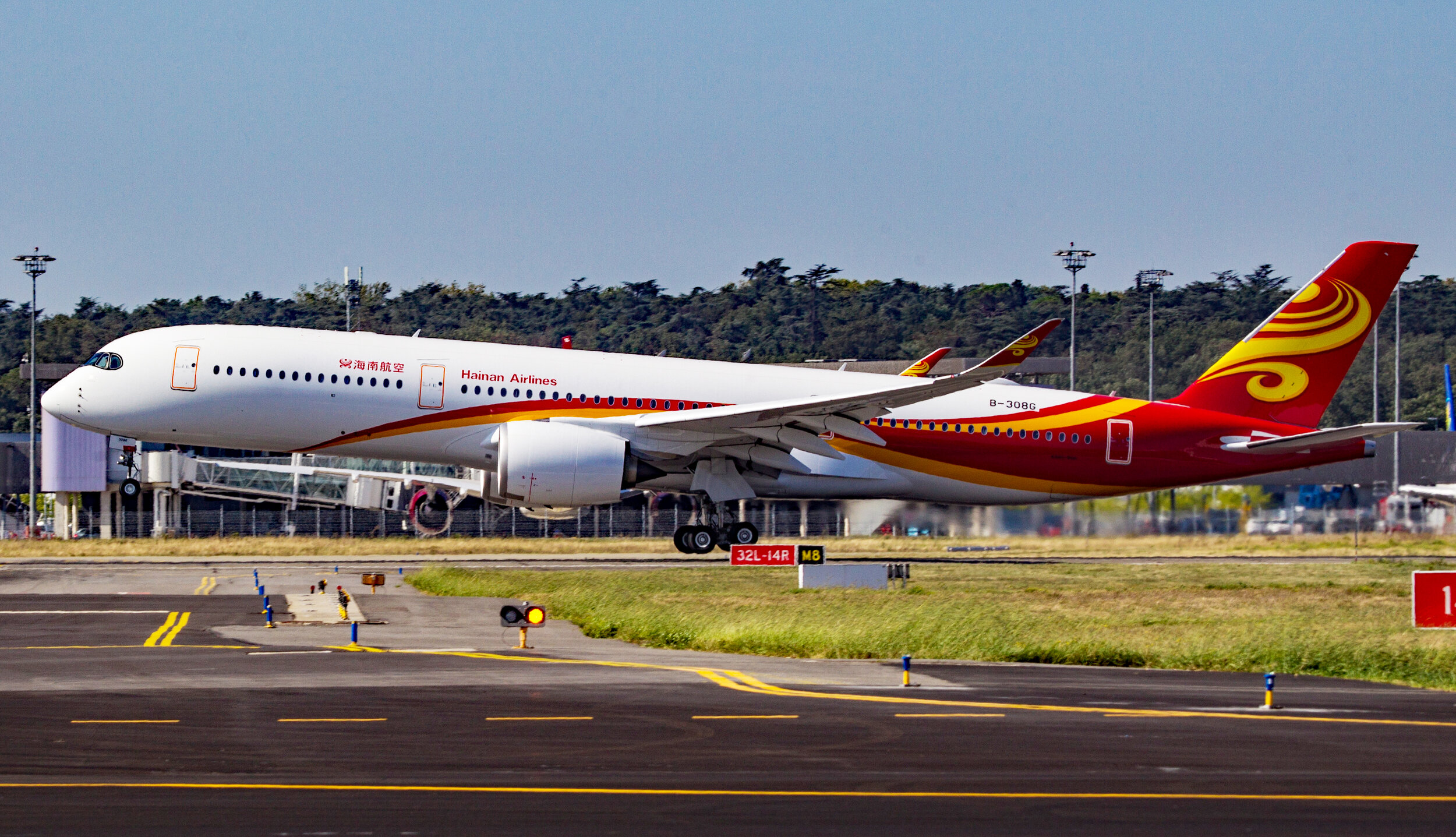 Hainans A350-900 B-308G departing for a test flight at Toulouse Blagnac on 19th September. Photo: Debbie Riley