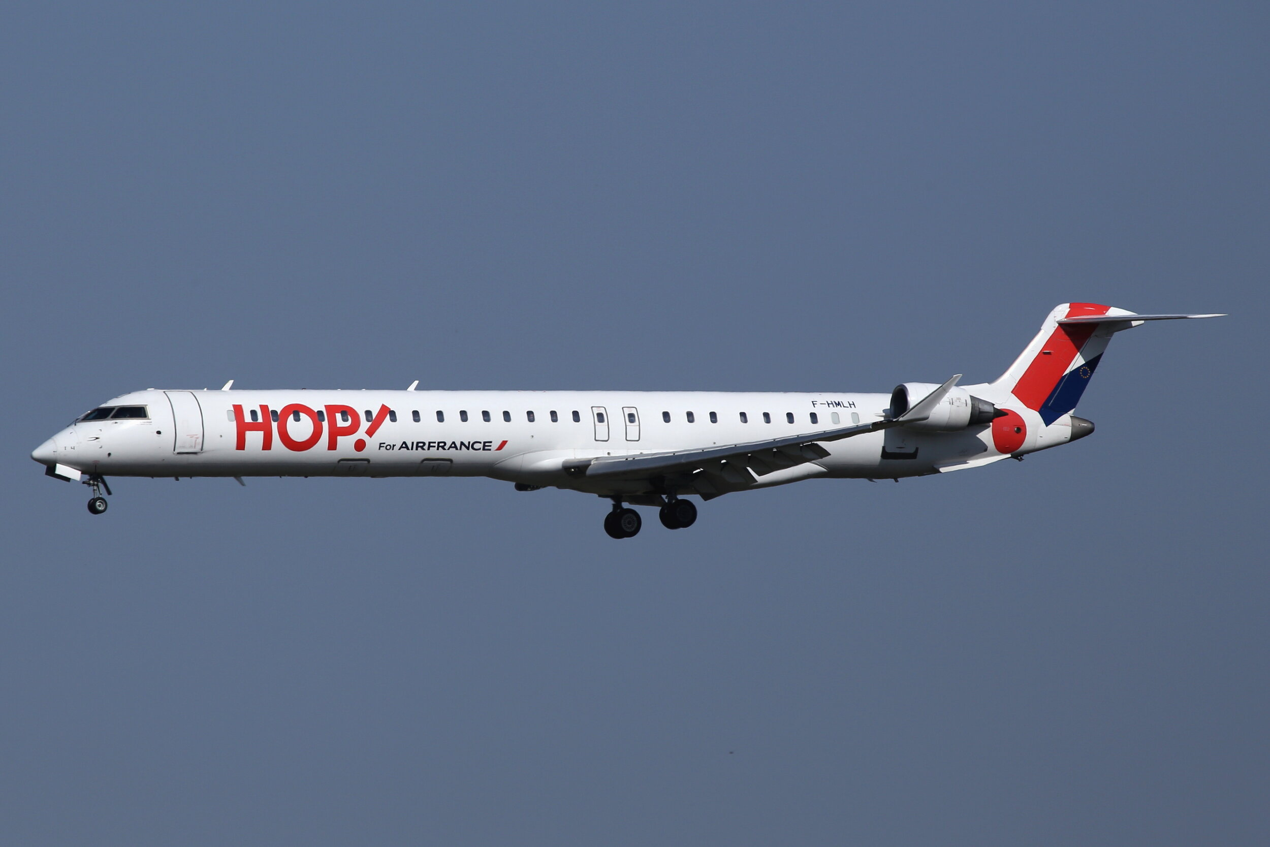 HOP! CRJ 1000 EL F-HMLH on final approach to Toulouse Blagnac on 19th September 2019. Photo: John Wood.