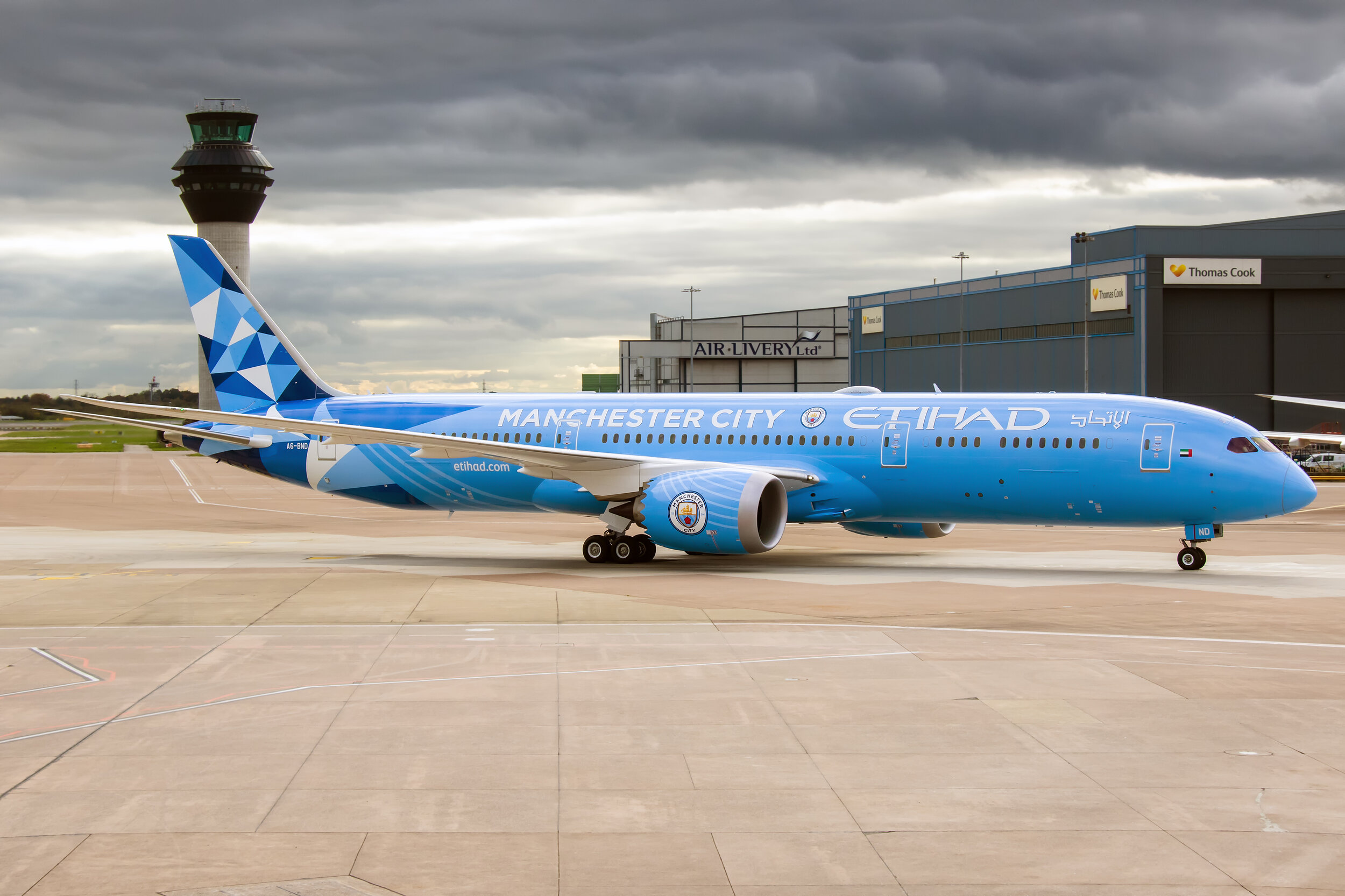 An excellent shot from Enda Burke showing Etihad's first commercial flight with their Manchester City Livery B787-9 A6-BND. It really had to be Manchester didn't it? Well done Etihad! 21st October 2019.