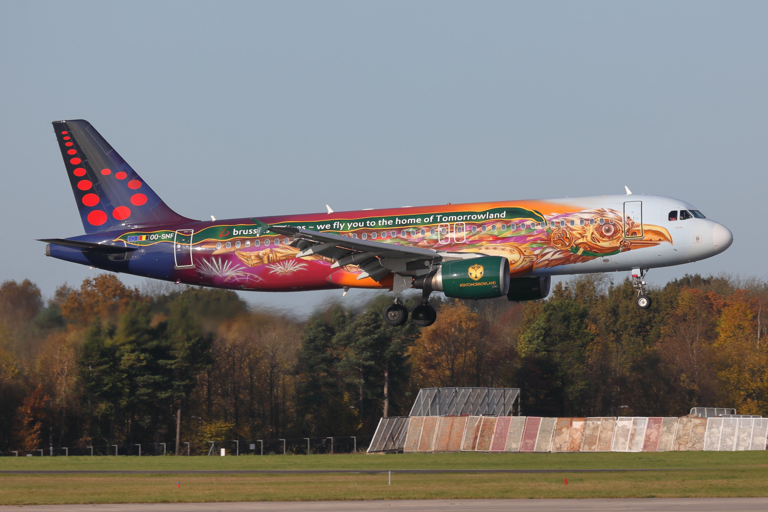 "The Brussels Airlines Special Liveries don't tend to be regular visitors to Manchester and are not the easiest of aircraft to photograph.However, Steve Ashworth captured the ""Tomorrowland"" A320 OO-SNF very nicely on 8th November with the Autumn foliage providing the perfect backdrop!"