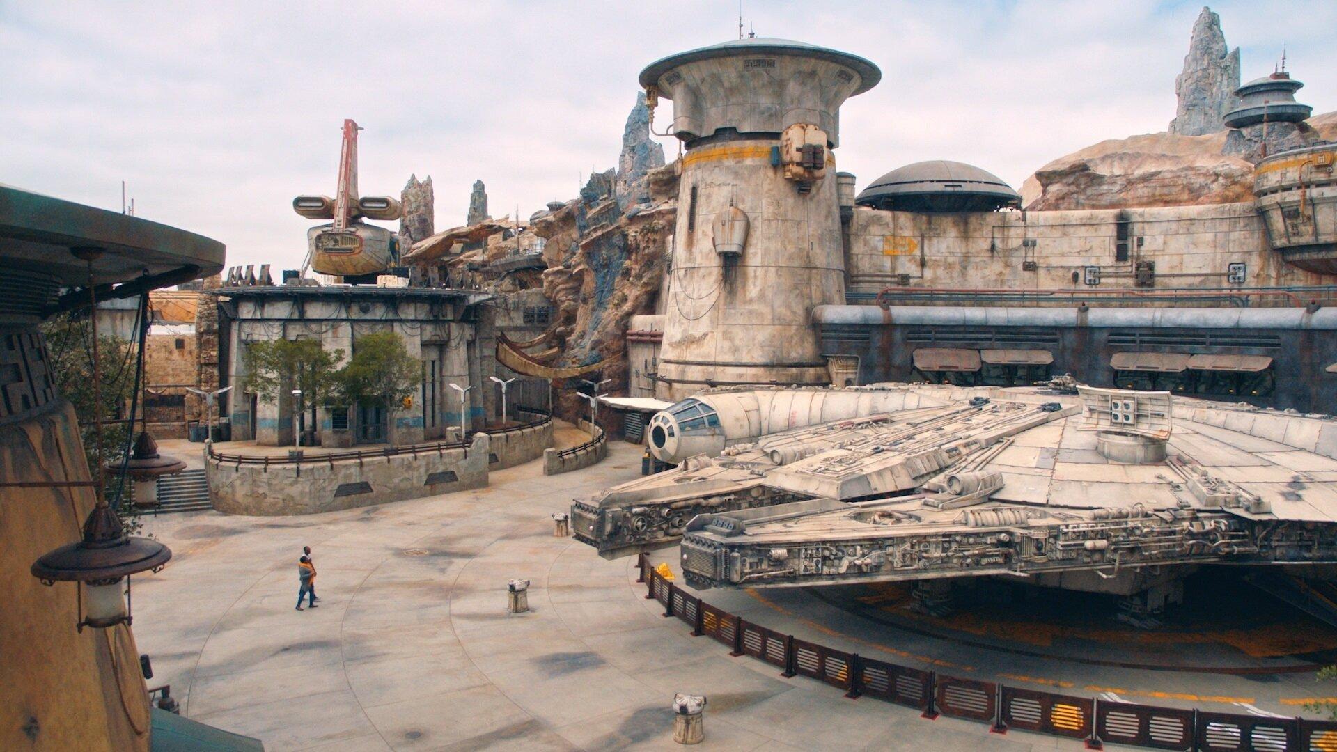 02 - Star Wars: Galaxy's Edge