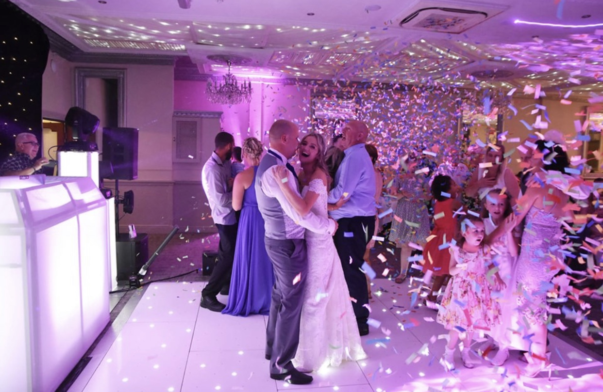 Confetti Canons's create memorable photographs to treasure for years to come.