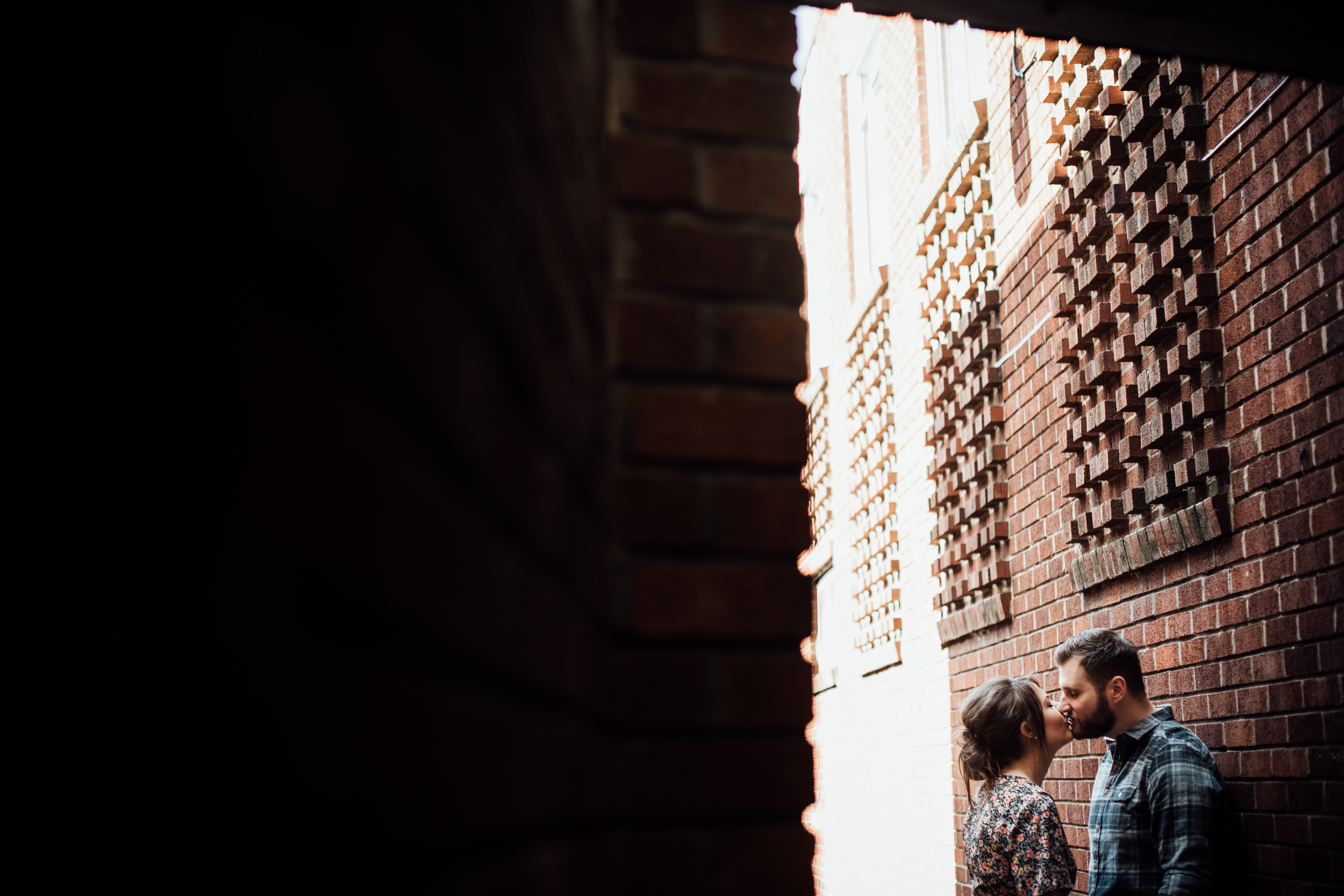 couple in an alley kissing