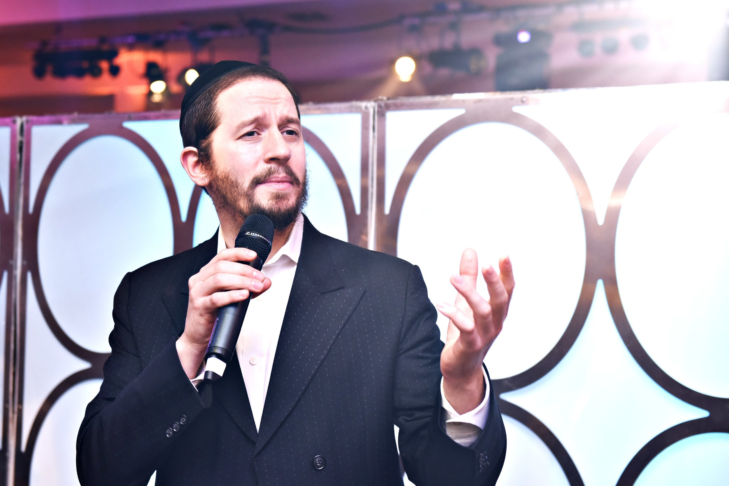 Shloime Gertner's beautiful vocals bring an uplifting spirit to every event.