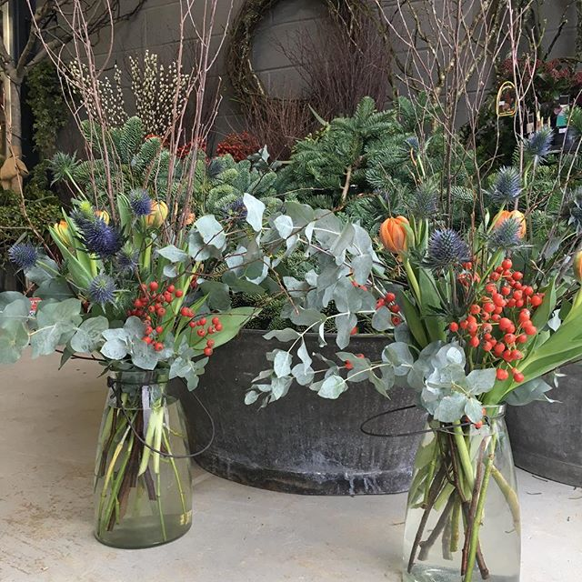 Celebrating Christmas the best possible way we can think of by using only natural decorations inspired by nature.  #nature #tabledecoration #christmas #flowers #design