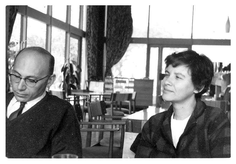 Esther and Joshua Lederberg. OMG that side-eye…  Image via Wikimedia Commons,  Esther M. Zimmer Lederberg Memorial Web Site