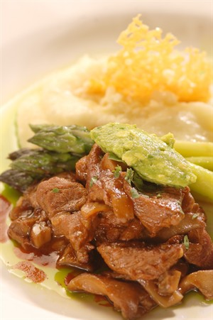 chipotle_braised_veal_tips_wild_mushrooms_and_asparagus_with_cheddar_mashed_potatoes.jpg