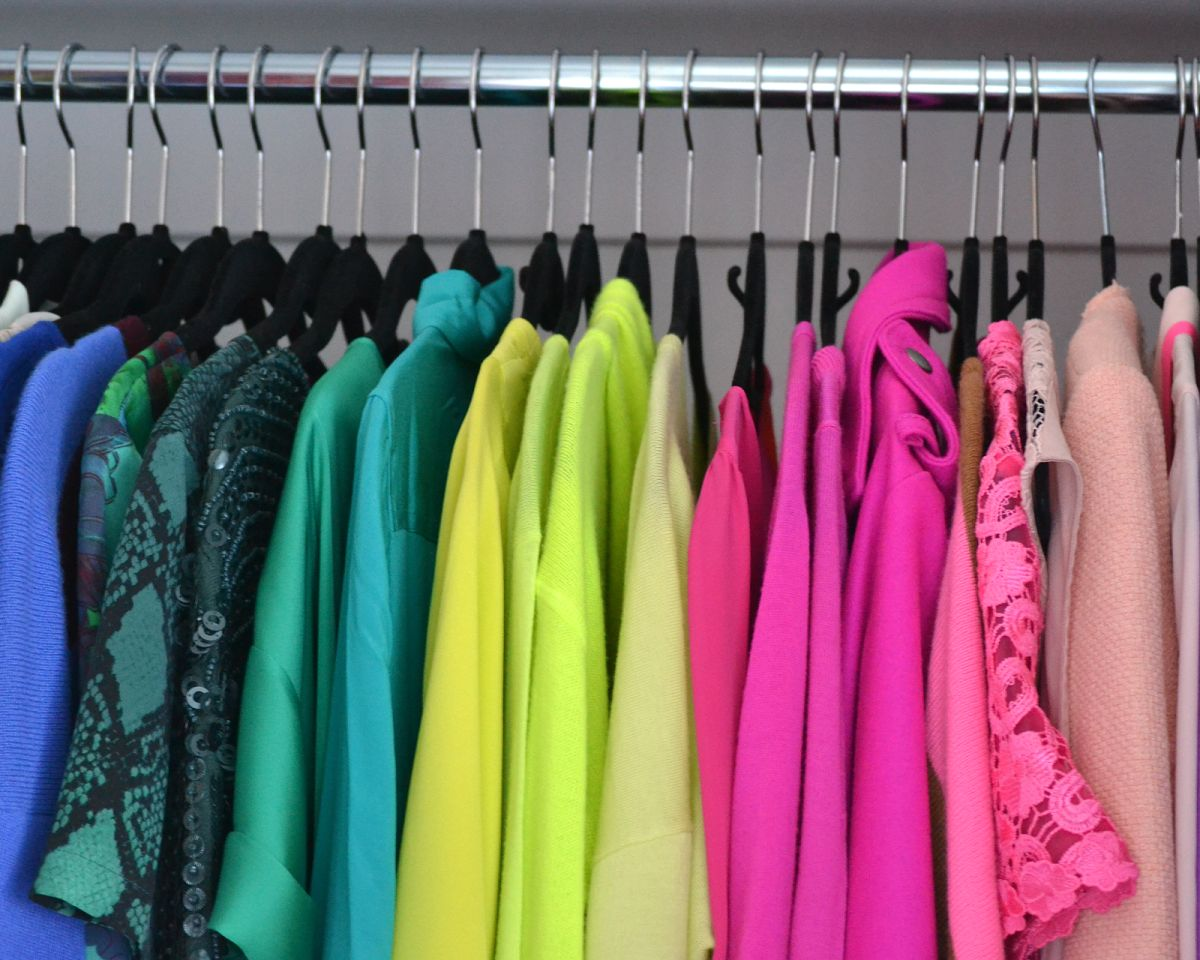 Closet-Wardrobe-Color-Code-Arrangement.jpg
