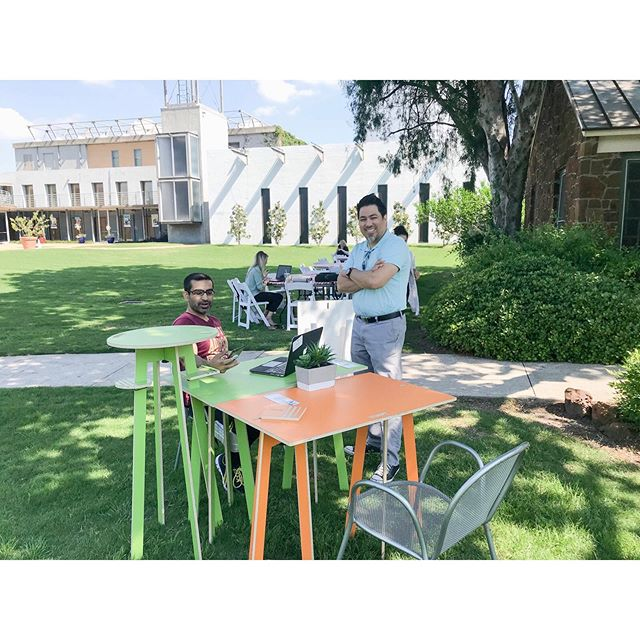 Showing some serious love and support for The Town of Addison in partnership with the Addison TreeHouse. ⁣ ⁣ They're hosting the second Coworking Day in the Park today to encourage businesses to get outdoors to network while enjoying Addison parks! ⁣ ⁣ We're loving their vibe and love helping them out with some Orbit desks! Have you been outside today?