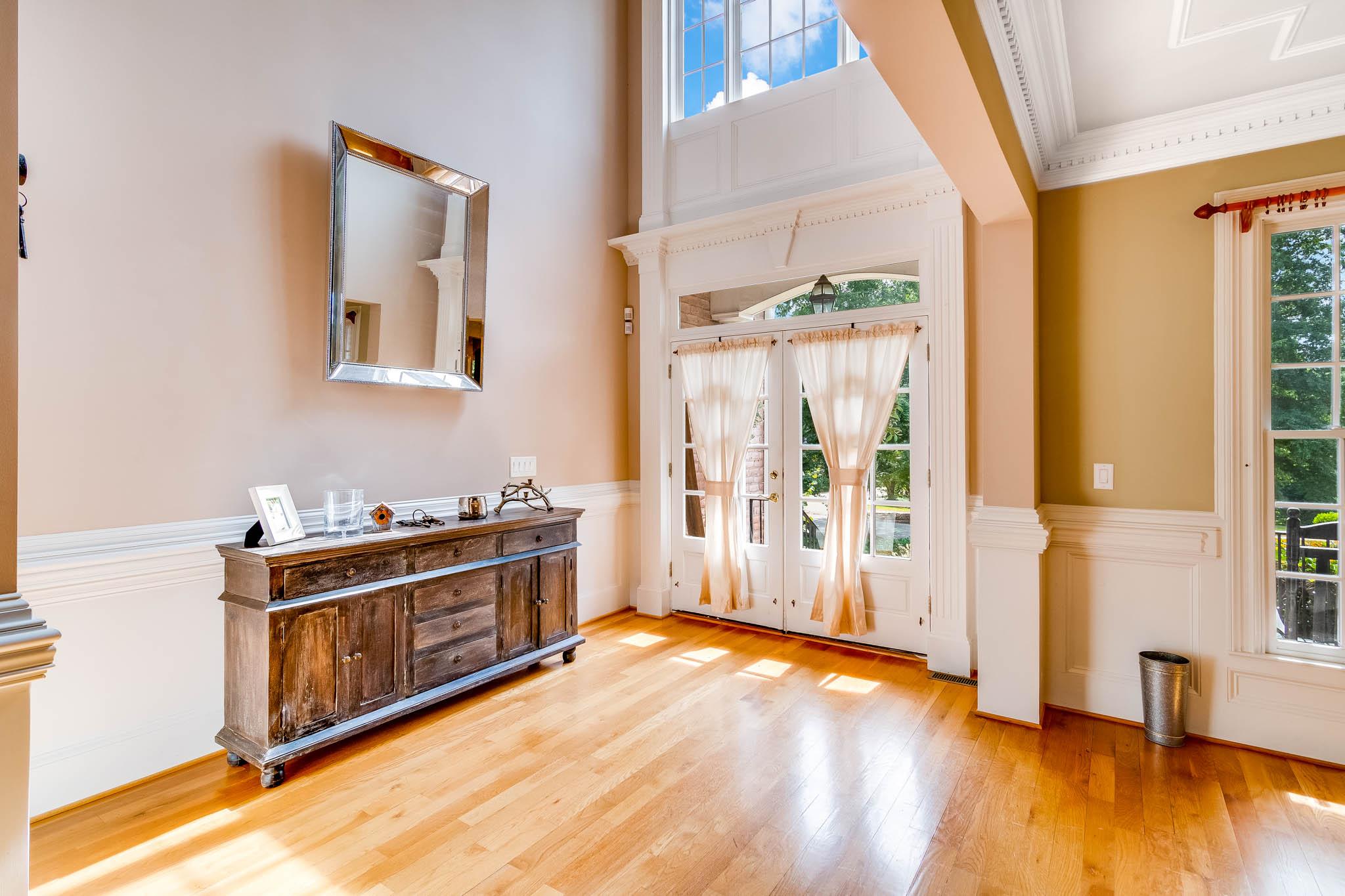 real_estate_photographer_foyer_photography-2.jpg