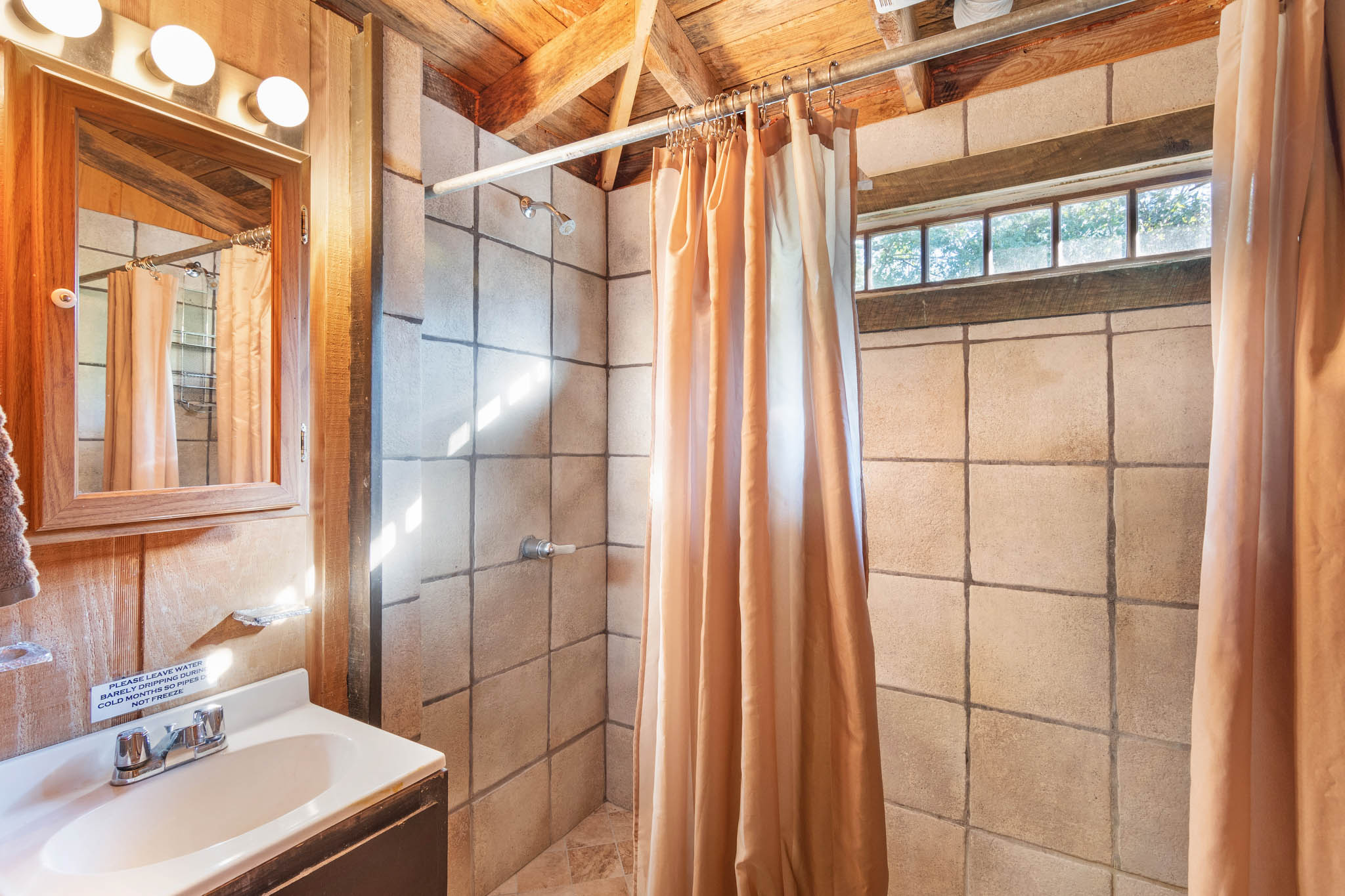 real_estate_photographer_bathroom_photography-6.jpg