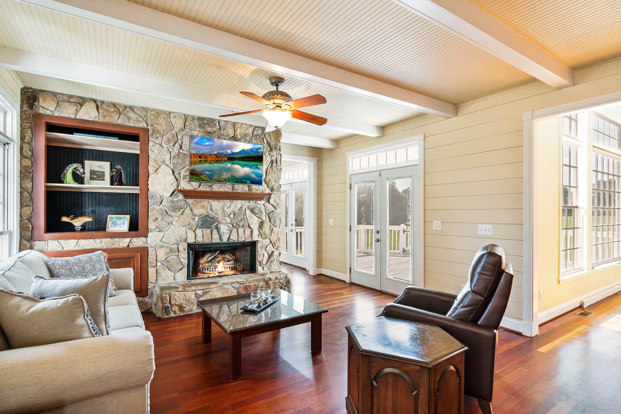 real_estate_photographer_living_room_photography-8.jpg