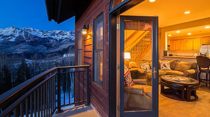 Bear-Creek-room-with-open-sliding-door-view-1-1.jpg
