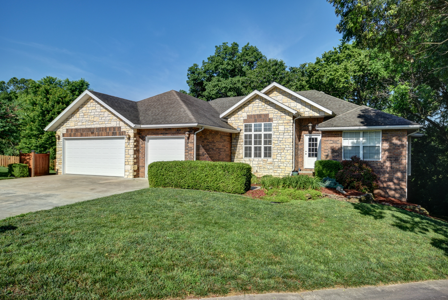 901 East Ridge Ct.Ozark, MO -