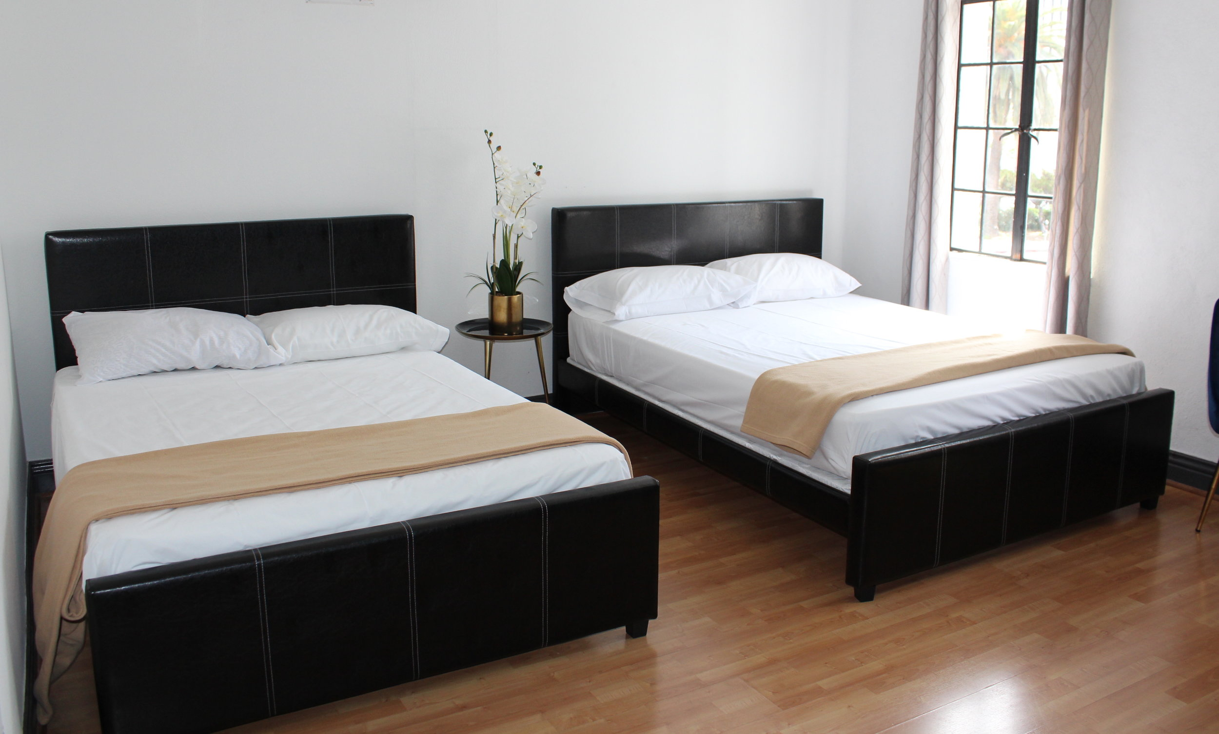 Image of 2 Full Bed Private Room.JPG