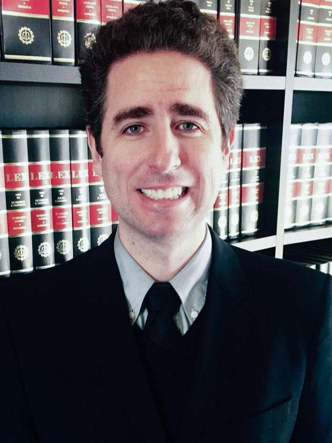 """THIAGO RAFAEL VIEIRA   Graduado pela Universidade Luterana do Brasil - ULBRA (2004), advogado, membro da OAB/RS, inscrito sob o n.º 58.257 (2004), OAB/SC sob o n.º 38.669-A e da OAB/PR sob o n.º 71.141; especialista em Direito do Estado, com ênfase em Direito Constitucional pela Universidade Federal do Rio Grande do Sul – UFRGS (2006). Pós-graduado em Estado Constitucional e Liberdade Religiosa pela Universidade Mackenzie ,com estudos pela Universidade de Oxford (Regent's Park College) e pela Universidade de Coimbra (2017). Professor visitante da ULBRA e de cursos jurídicos. Presidente do Instituto Brasileiro de Direito e Religião - IBDR; Vice-presidente do Instituto Cultural e Artístico Filadélfia – ICAF. Colunista do Blog Voltemos ao Evangelho e do site Gospel Prime, Articulista da Revista de Teologia Brasileira, Instituto Burke Conservador, Mensageiro Luterano e Instituto Liberal. Co-autor com Jean M. Regina da obra """"Direito Religioso: questões práticas e teóricas."""