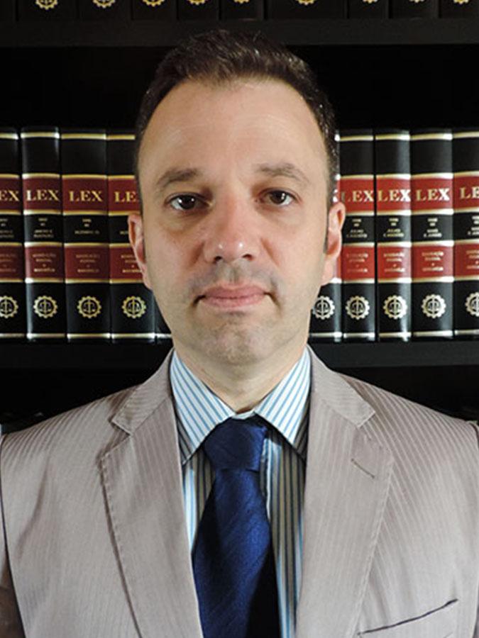 WARTON HERTZ DE OLIVEIRA   Graduado pelo Centro Universitário Ritter dos Reis - Uniritter (2006), advogado, membro da OAB/RS, inscrito sob o n. 69.913 (2007), Mestre em Teologia pela Escola Superior de Teologia – EST (2015), Bacharel em Teologia pelo Seminário Martin Bucer (2018), Conferencista, consultor jurídico de organizações religiosas e entidades do terceiro setor. Atua como consultor nas áreas de Direito Religioso e do Terceiro Setor, bem como na advocacia contenciosa.