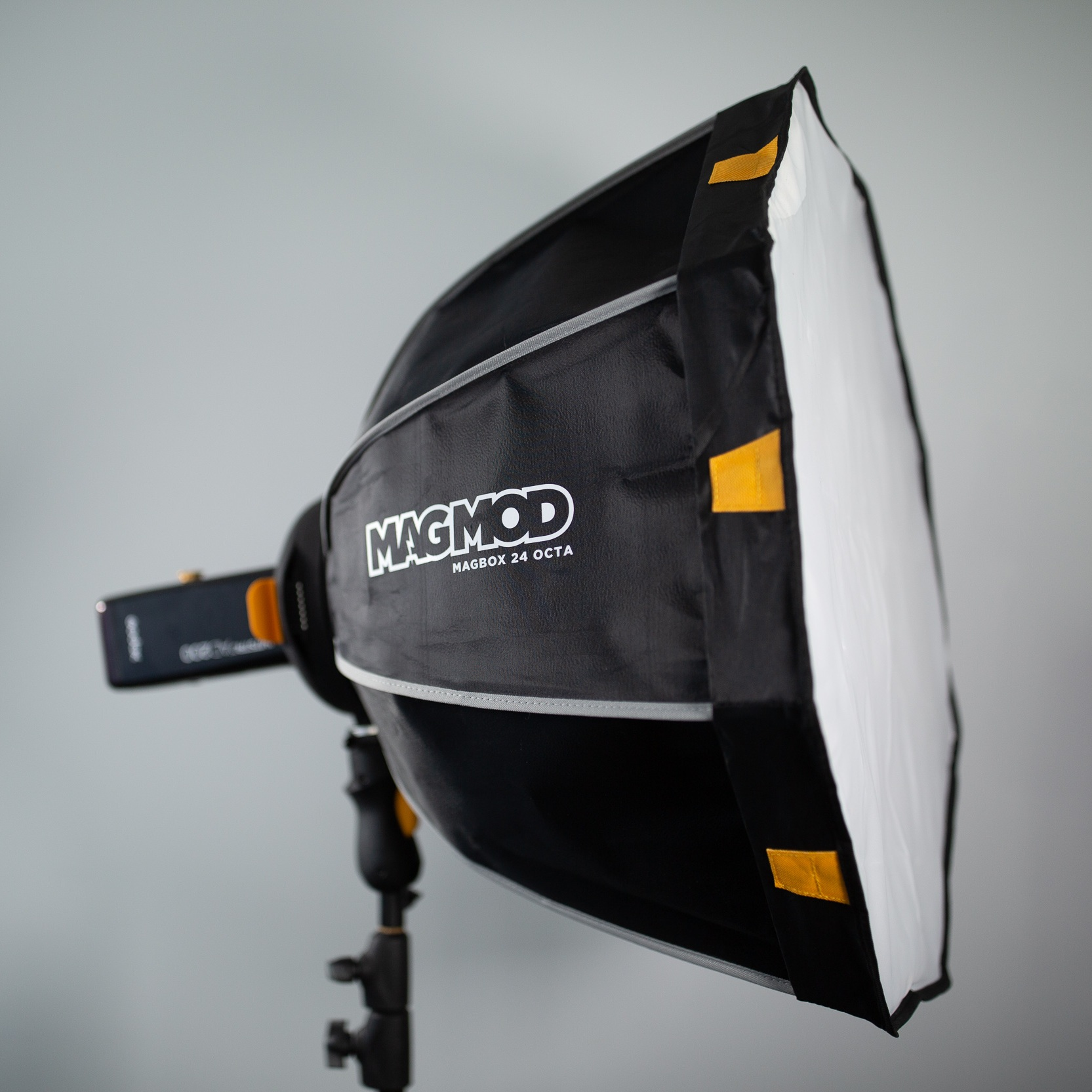 "MagMod Mag Box 24"" - MagMod's softbox completes their system of flash modifiers.> Extremely fast setup if MagGrips are attached to your flashes.> Included double flash bracket (MagRing) allows you to use two V860 II or AD200 units at the same time for more power.Please note: to use any MagMod product, you will have to put a MagGrip on every one of your flashes."