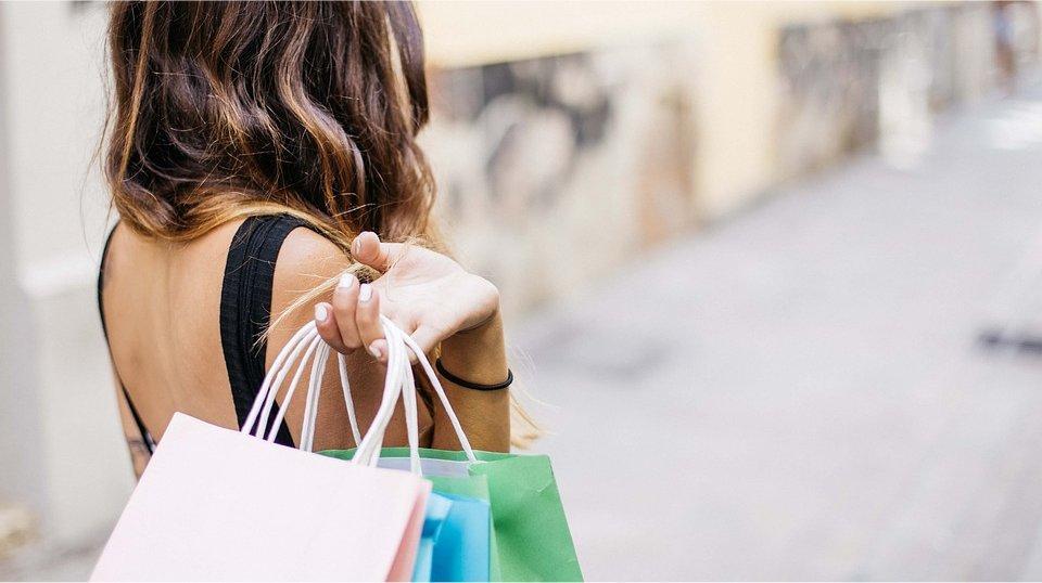 woman_shopping.jpg