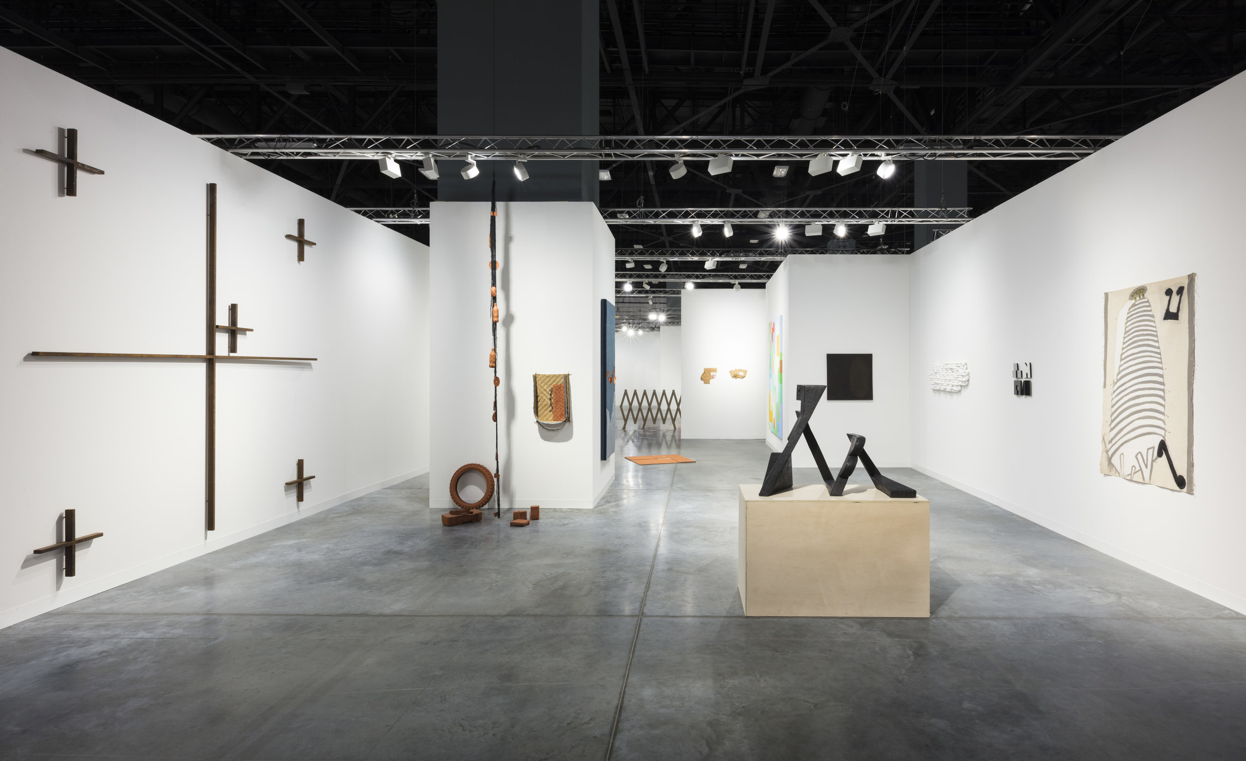 View from East entrance of Galeria Lusia Strina booth at Art Basel Miami Beach, photo courtesy to Galeria Lusia Strina.