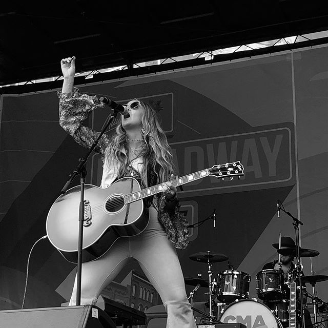@laineywilsonmusic was without a doubt the BEST performer this weekend. Thanks for what you bring to country music. I obviously had fun taking pictures in the front row lol  #womenincountry #nashville #cmafest #songwriter #nashvillesongwriter #laineywilson