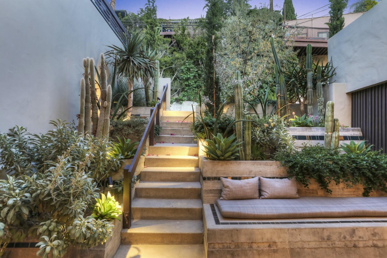 The cactus courtyard at Manola Court.