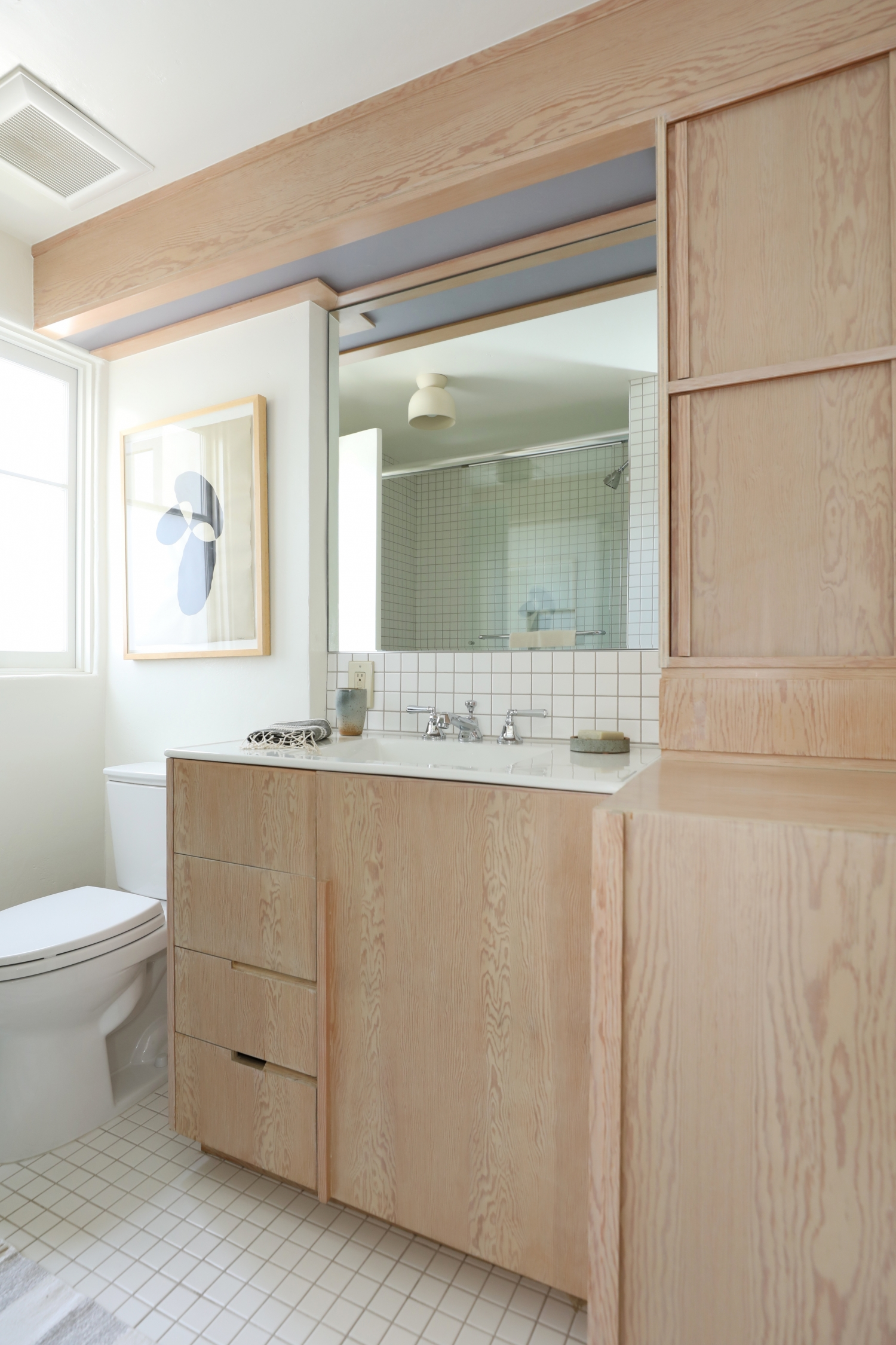 The bathroom in the Maid's Room at Manola Court.