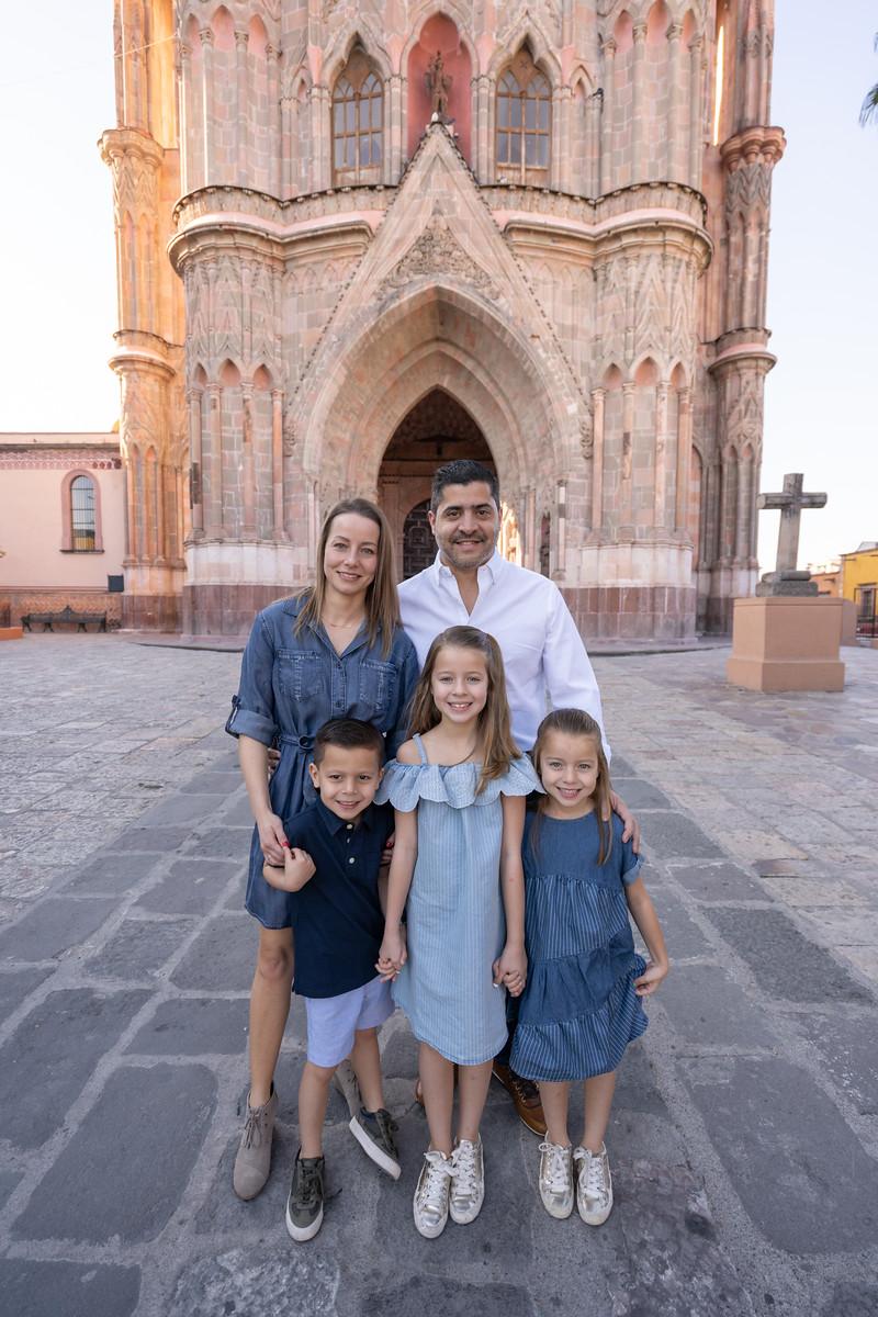 Sesion de Fotos Familiar en San Miguel de Allende con Jimena y su Familia-2.jpg