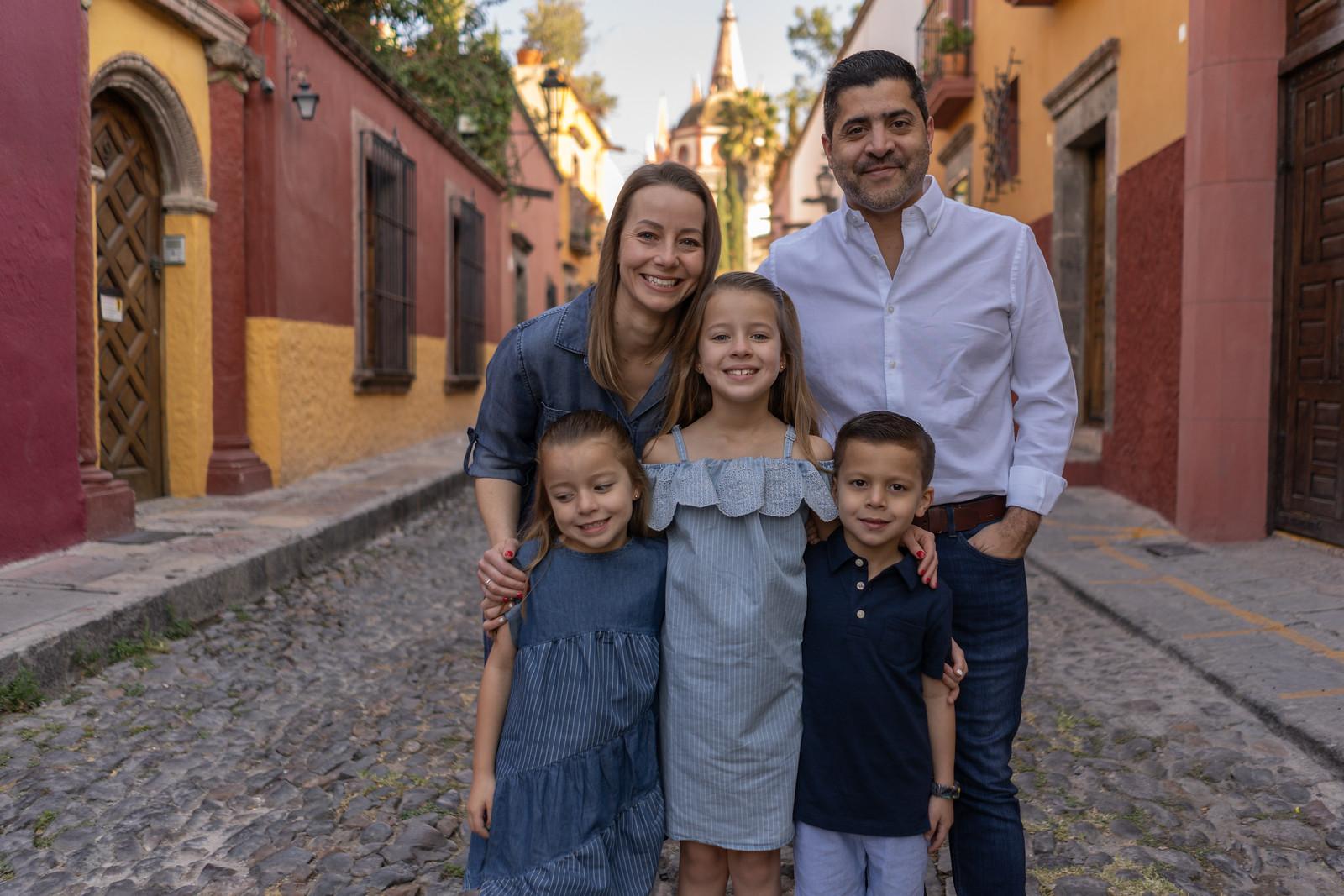 Sesion de Fotos Familiar en San Miguel de Allende con Jimena y su Familia-10.jpg