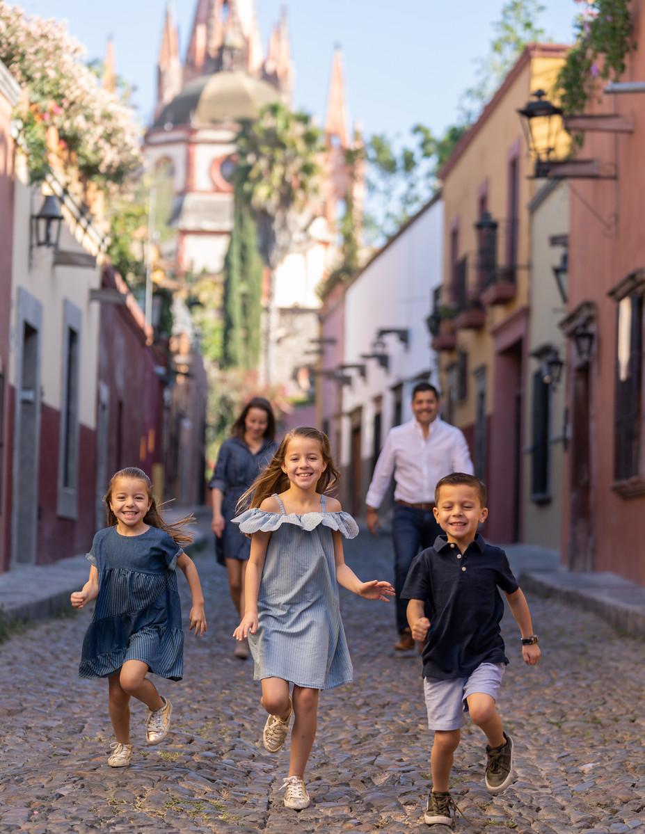 Sesion de Fotos Familiar en San Miguel de Allende con Jimena y su Familia-13.jpg