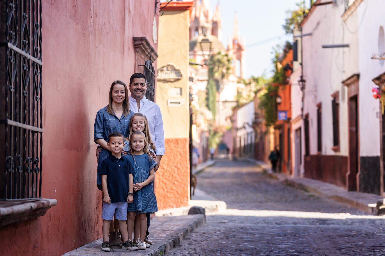 Sesion de Fotos Familiar en San Miguel de Allende con Jimena y su Familia-20.jpg
