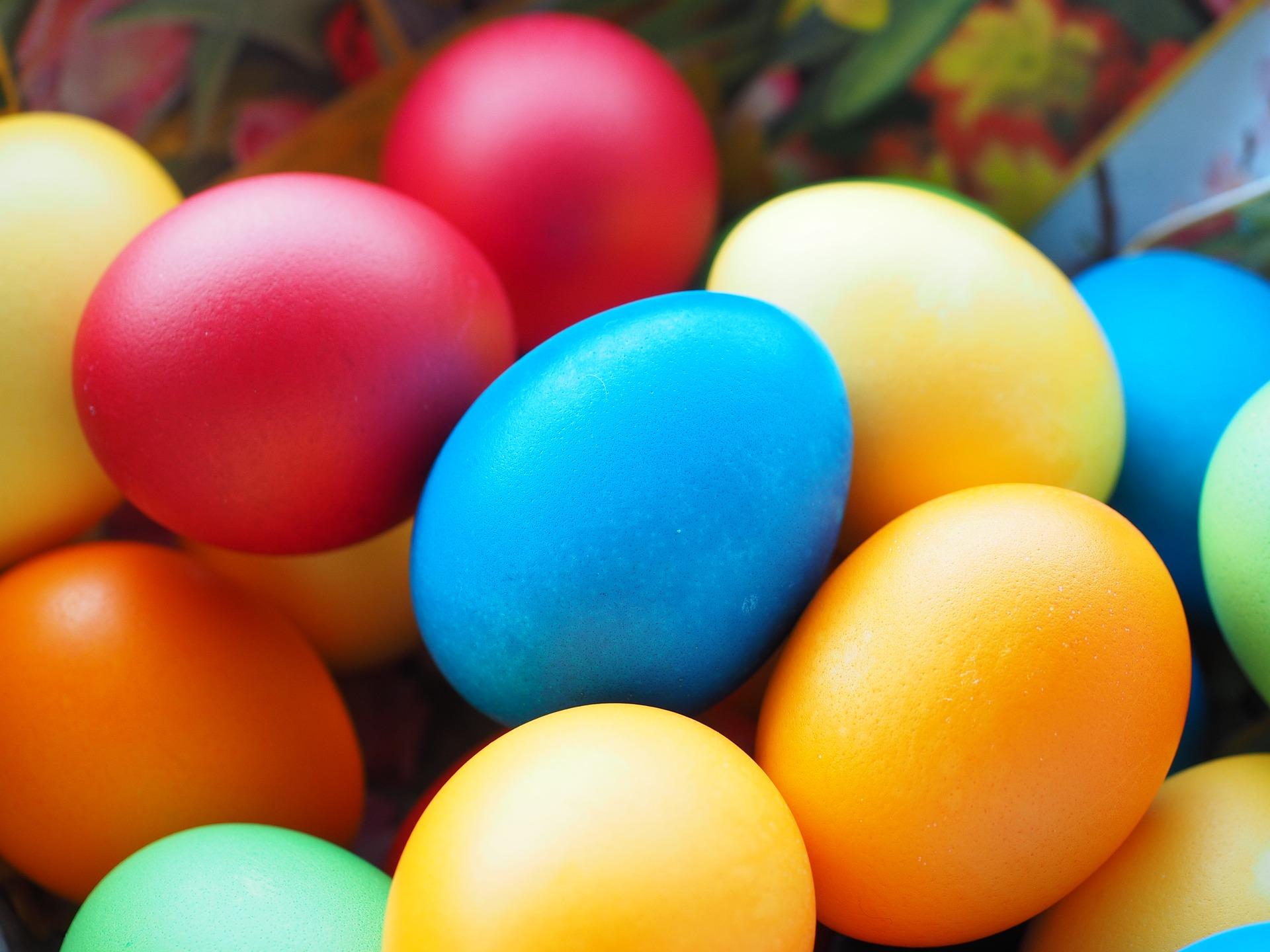 easter-eggs-3032058_1920.jpg