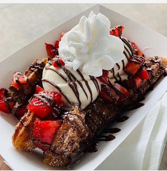 We're Excited! to be back at @dallasfarmersmarket this weekend. Come try Dallas best Churros 😎 This is our 🍓🍫 #Vegan Churro Sundae  BTW 🤘 📸 shot by our customer @jaredjgarcia