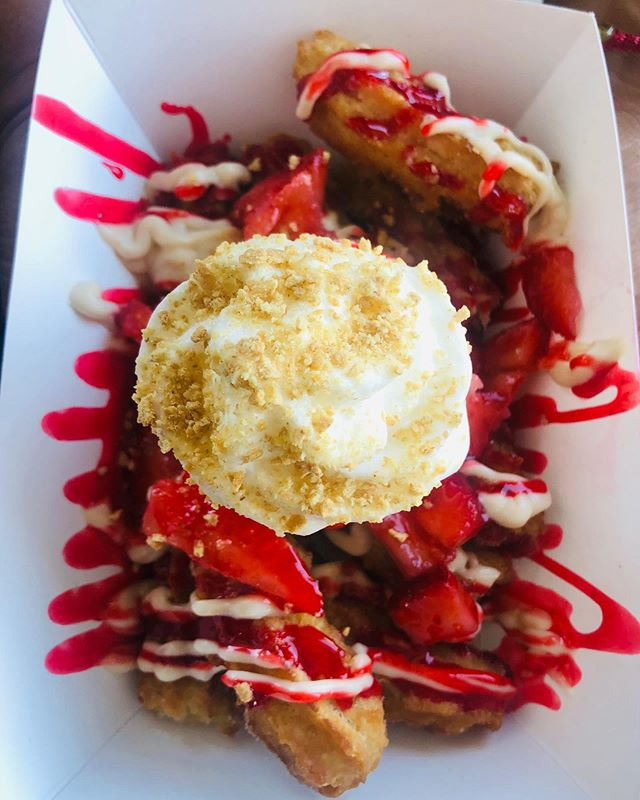 #twistedchurros We'll be open!! this weekend at @dallasfarmersmarket Come try the best churros in Dallas ⭐️ 😎 *Pictured is our Strawberry Cheesecake Churros 🍓😋