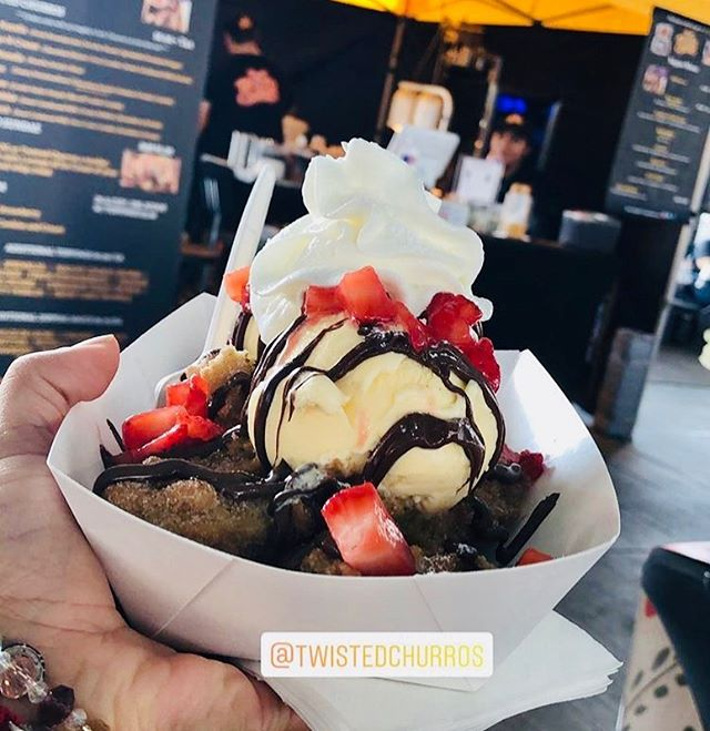 Thank You! all who came out to rock with us this weekend 🤘🏼😁🤘🏼We'll see everyone in November 💛🖤 #twistedchurros S/O our friend @oh_hey_kris for the pic 📸