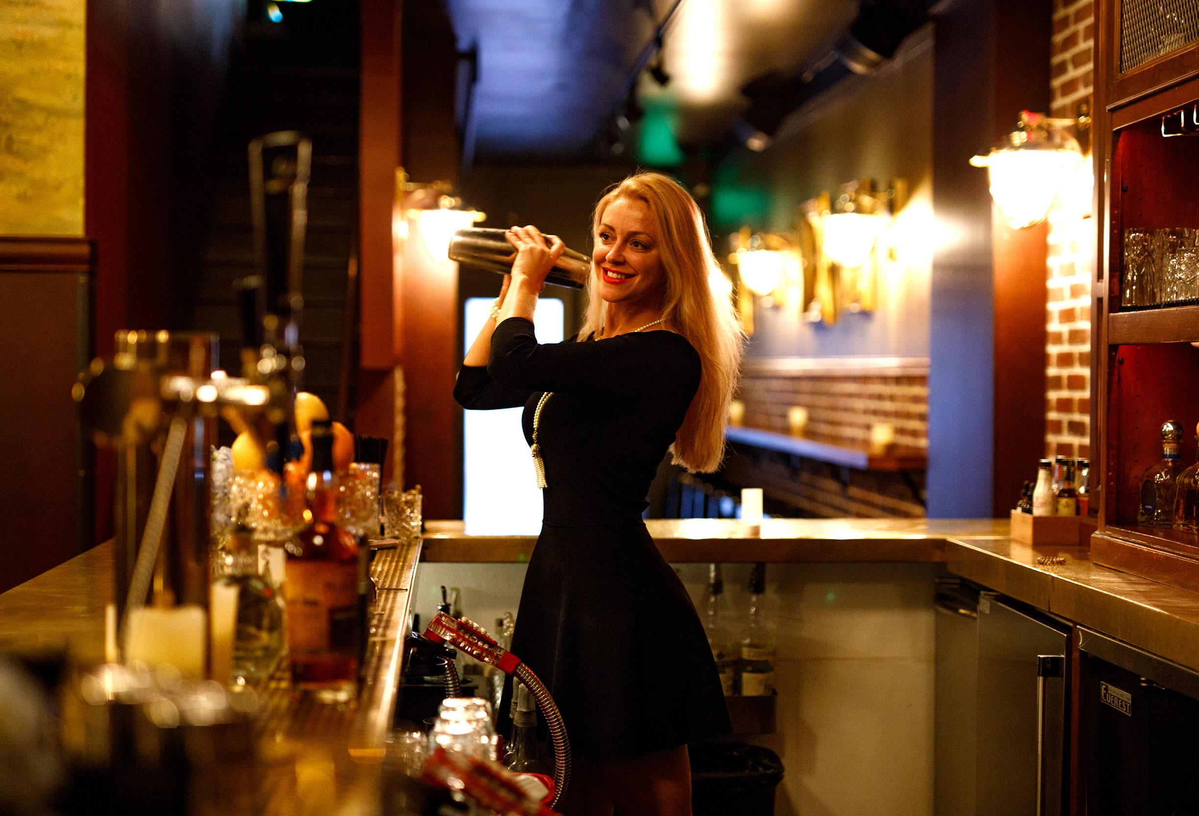 Cocktail-Shaking-4-web.jpg