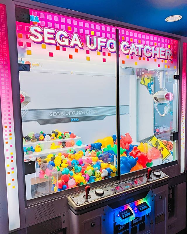 I'm trying to find a SEGA UFO catcher in town for a cosplay shoot. I stumbled upon this one in the theater, but I'd have to buy another movie ticket to get back to it. Are there any in arcades in town with one?  #houstoncosplay #ufocatcher #sega #arcade #rubberduck #segaufocatcher