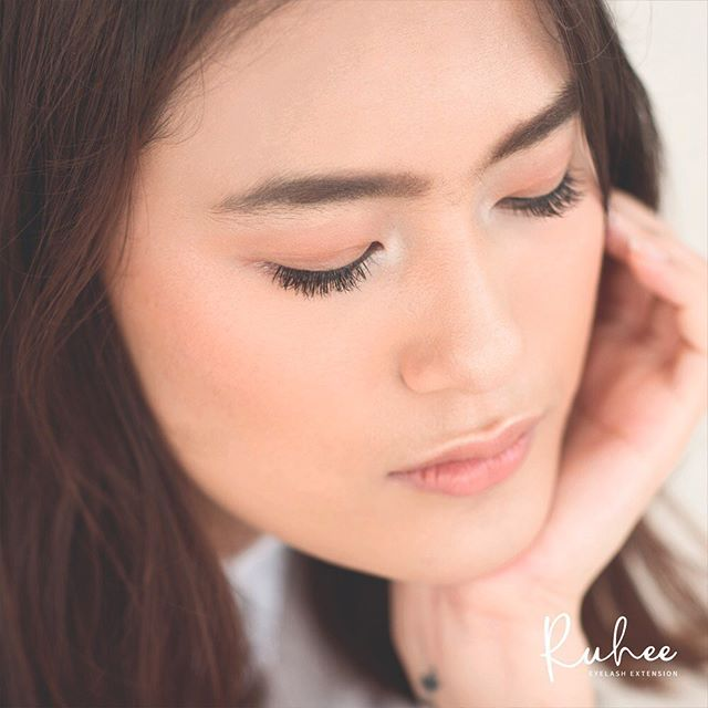 With Japanese Single Light Extension, each of your natural eyelashes will be attached with one extension lash which thickness identical with your natural ones, giving you the #EffortlessBeauty looks 😉 - 🌸Ruhee 📍Senayan City Mall, LG, Unit L-07C 📍GoWork @ Setiabudi 2 Building, Ground Floor, Unit 102AB 📞081113014832 - #eyelashextensionjakarta #sambungbulumata #naturaleyelashextension #lashextensionjakarta #sambungbulumatajakarta #beautyaddict #instamakeup #browenvy #salonbulumata #salonbulumatajakarta #まつげエクステ #まつ毛エクステ #アイラッシュ #ボリュームラッシュ #アイラッシュサロン #マツエク #まつげエクステサロン #まつエク #ノンダメージラッシュ #ケラチンラッシュリフト #アッパーリフトカール  #まつ毛カール
